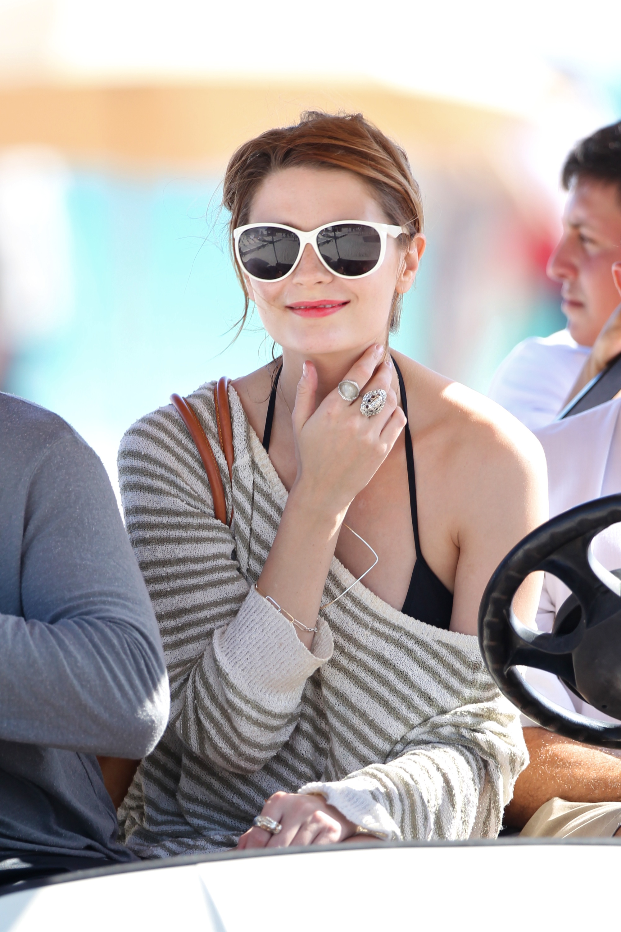 312872902_Mischa_Barton_Bikini_Candids_on_the_Beach_in_Miami_December_27_2011_268_122_53lo.jpg