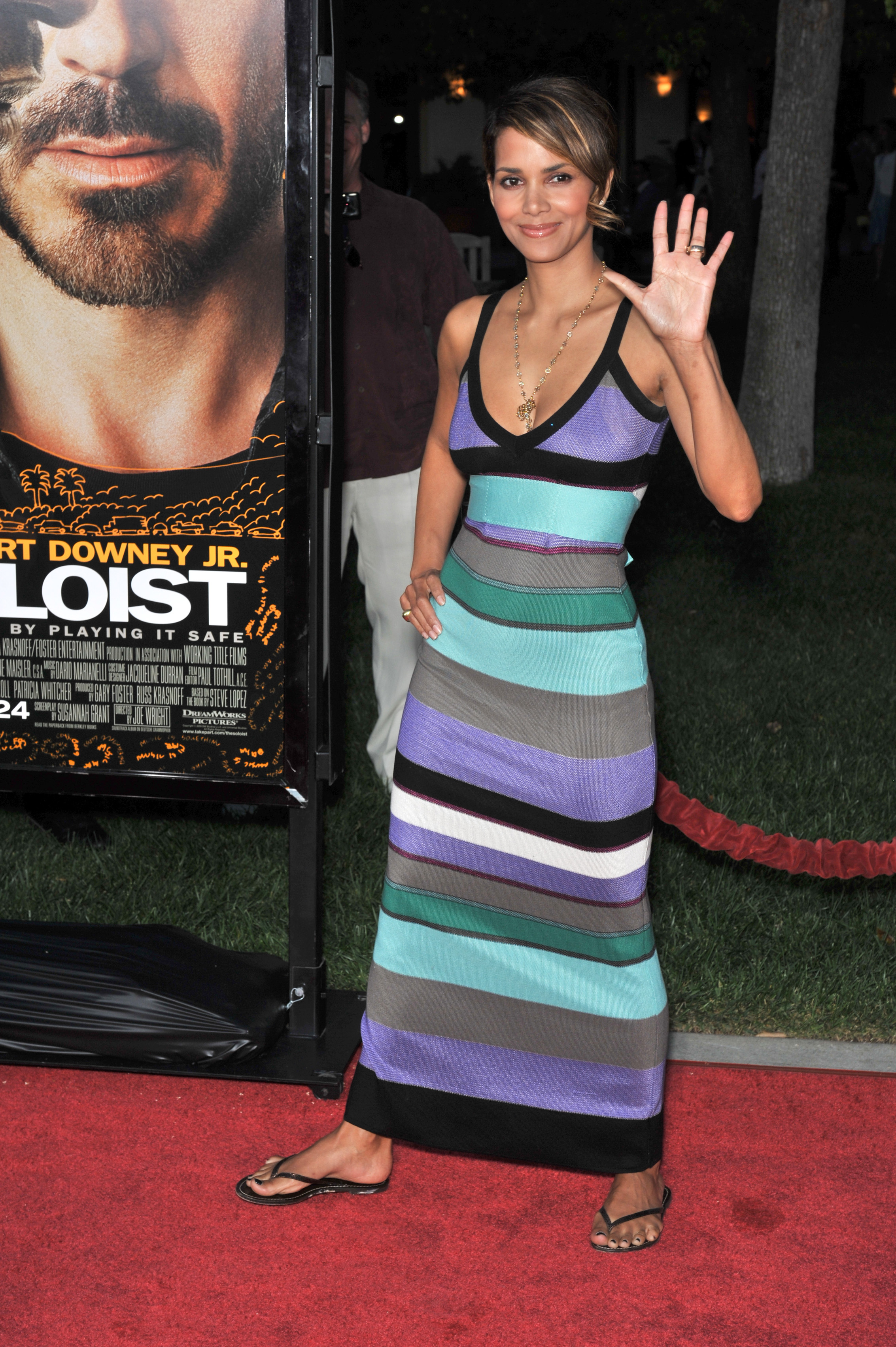 65461_Halle_Berry_The_Soloist_premiere_in_Los_Angeles_45_122_34lo.jpg