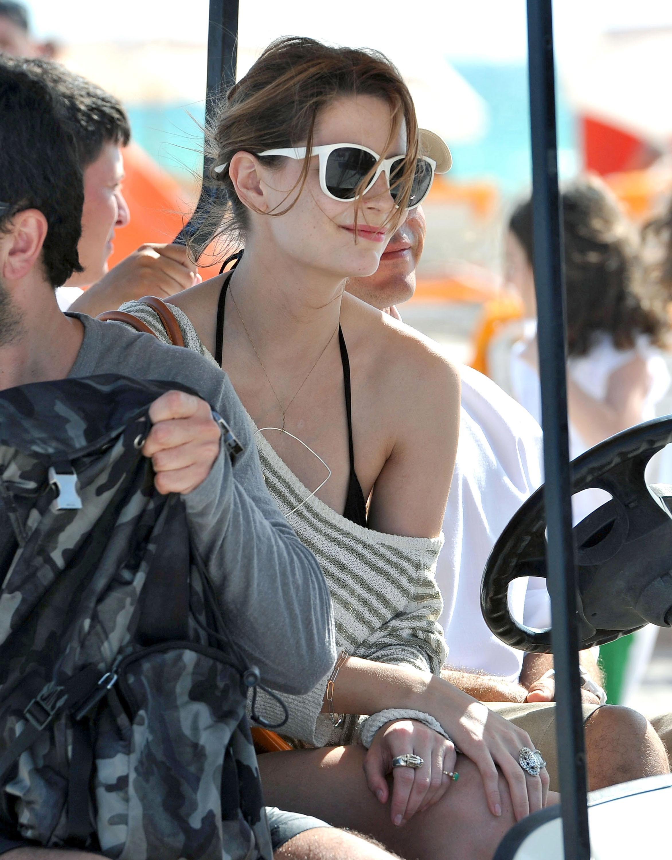 311852867_Mischa_Barton_Bikini_Candids_on_the_Beach_in_Miami_December_27_2011_118_122_455lo.jpg