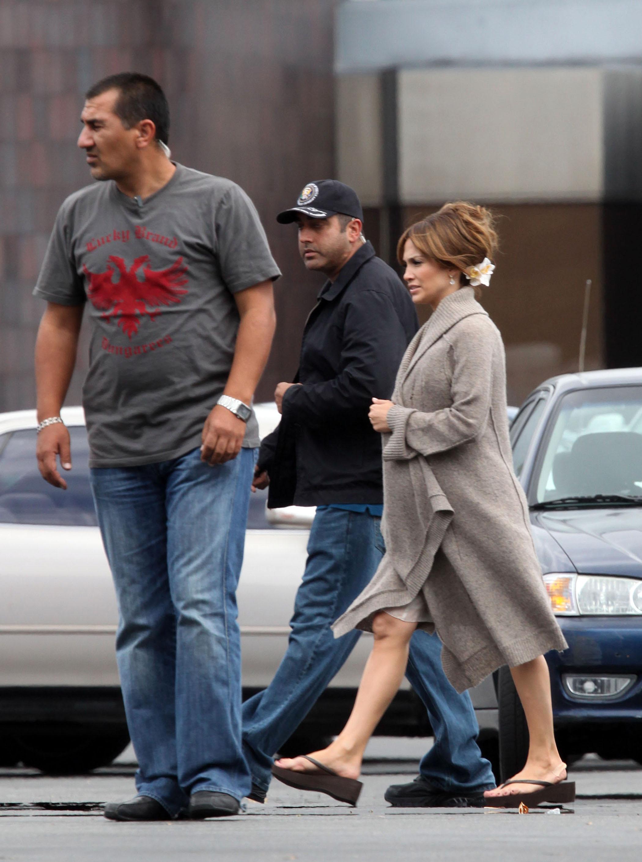 40525_Preppie_-_Jennifer_Lopez_on_The_Back-Up_Plan_set_in_Los_Angeles_-_June_15_2009_019_122_142lo.jpg