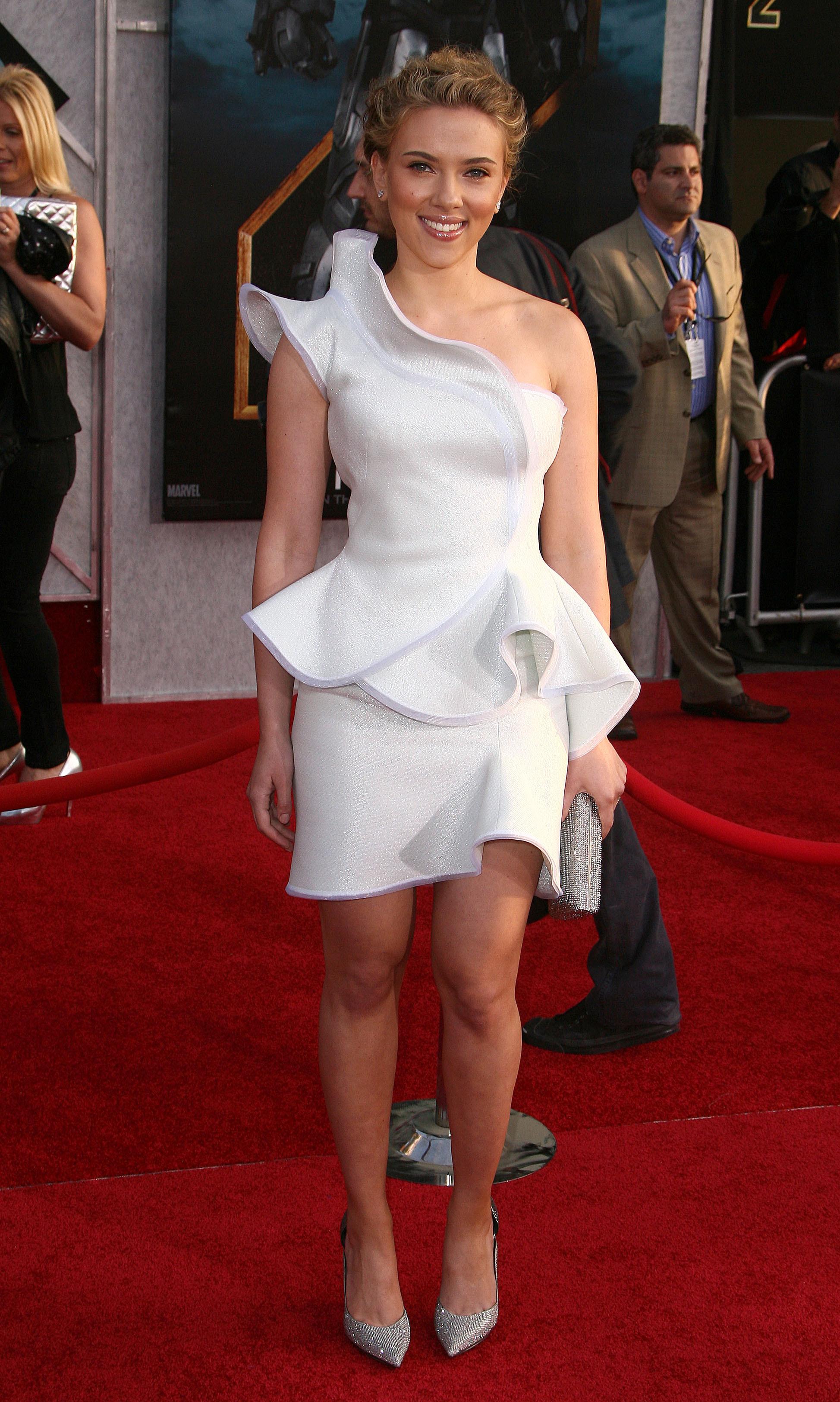 50651_celebrity_paradise.com_Scarlett_Johansson_Iron_Man_2_World_Premiere_in_Hollywood_26.04.2010_08_122_110lo.jpg
