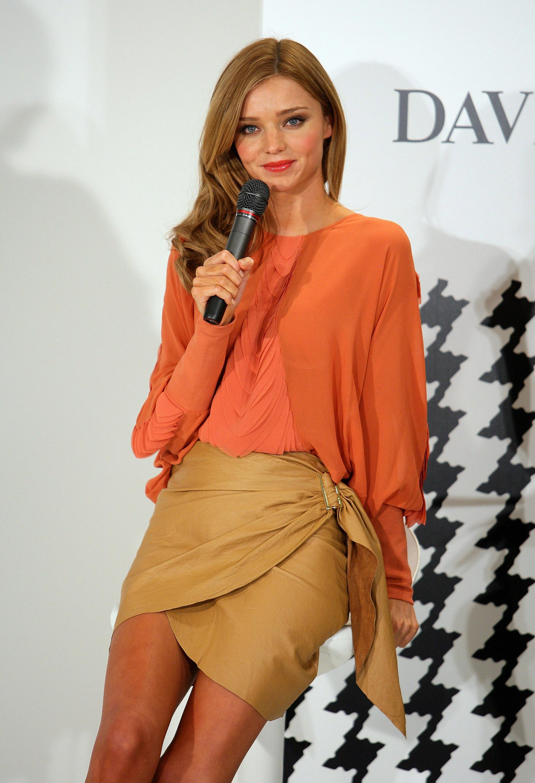 67856_Miranda_Kerr_In_Store_Fashion_Workshop-8_122_577lo.jpg
