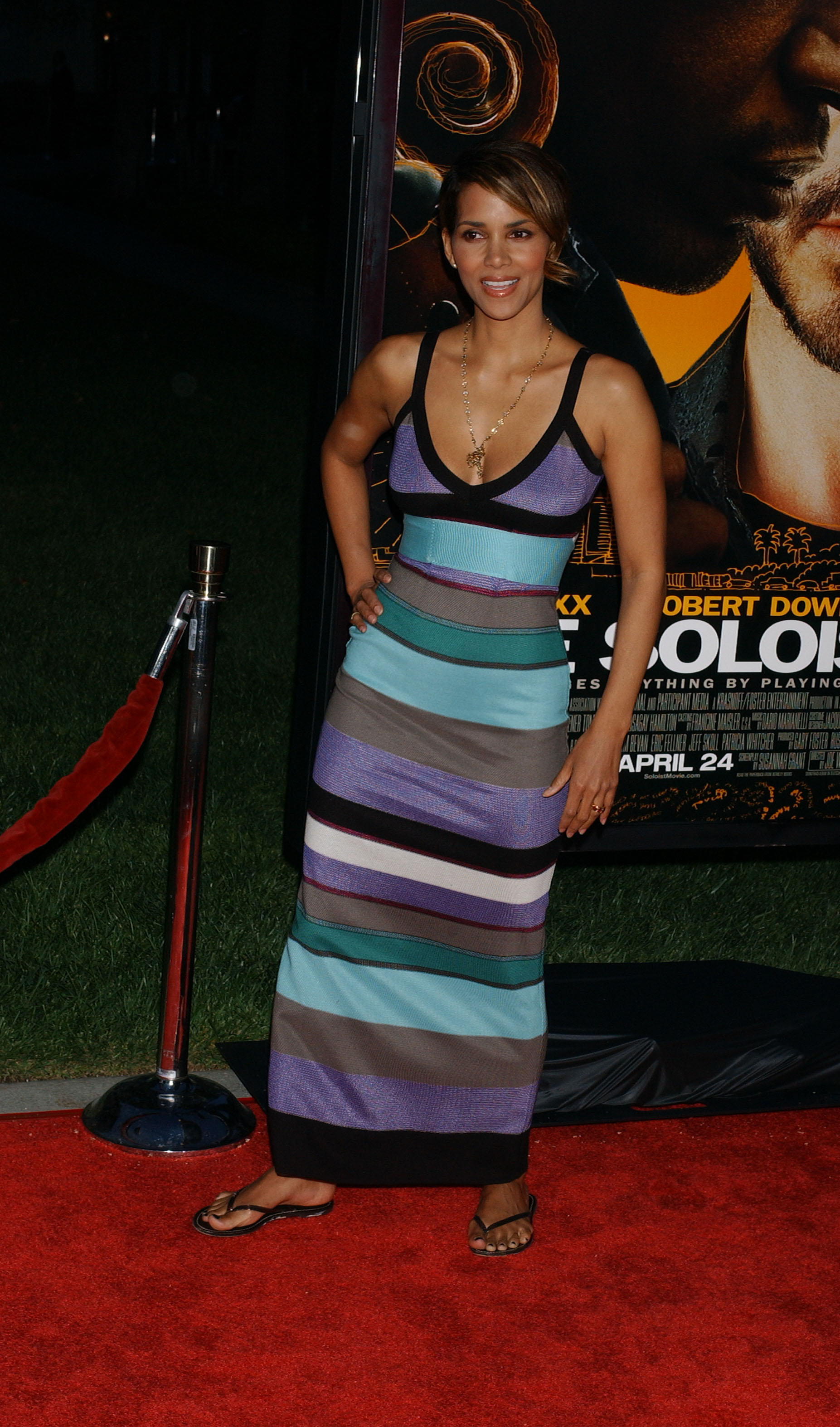 65777_Halle_Berry_The_Soloist_premiere_in_Los_Angeles_54_122_106lo.jpg