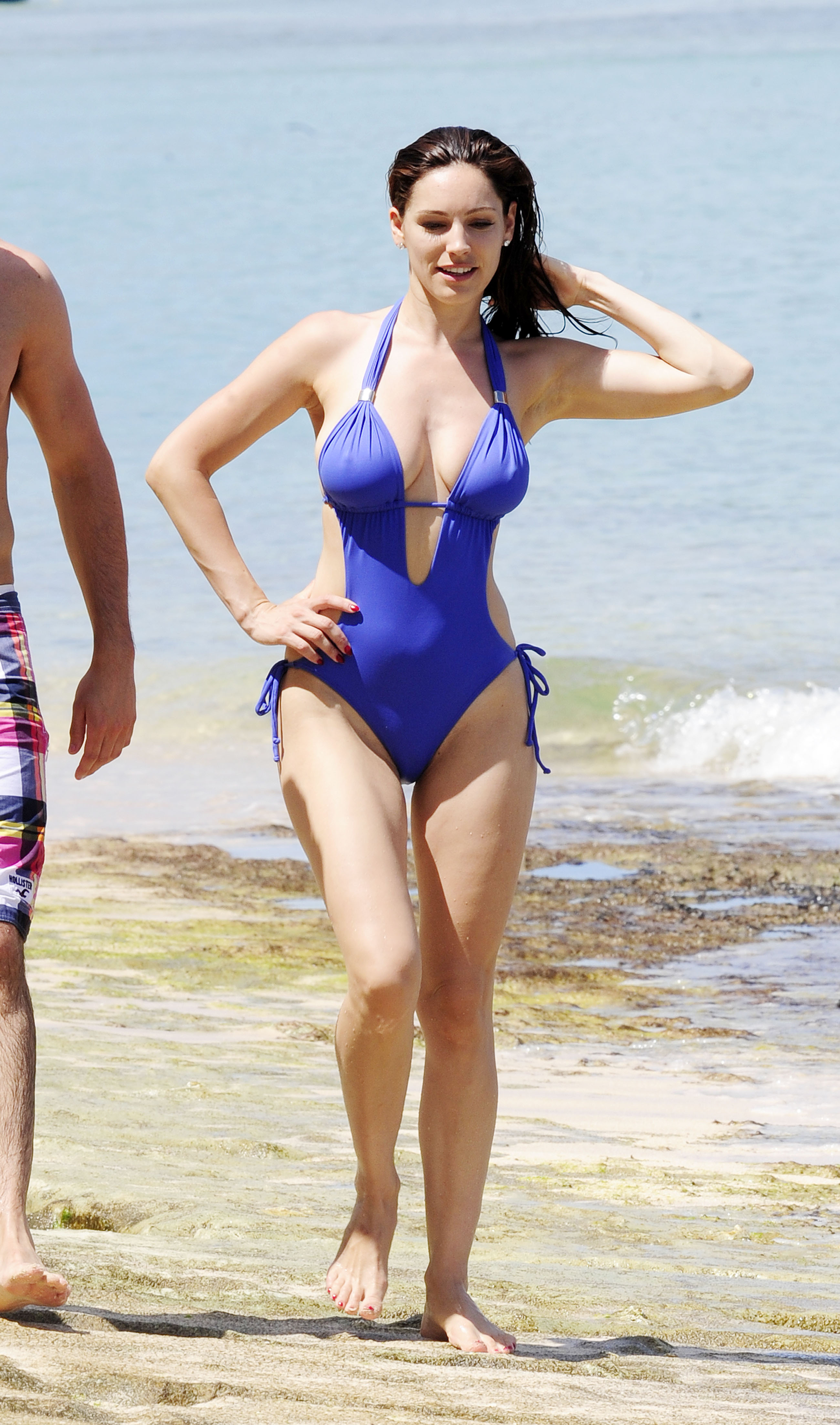 51720_Kelly_Brook_On_The_Beach_In_Barbados.10_HQ_015_122_198lo.jpg