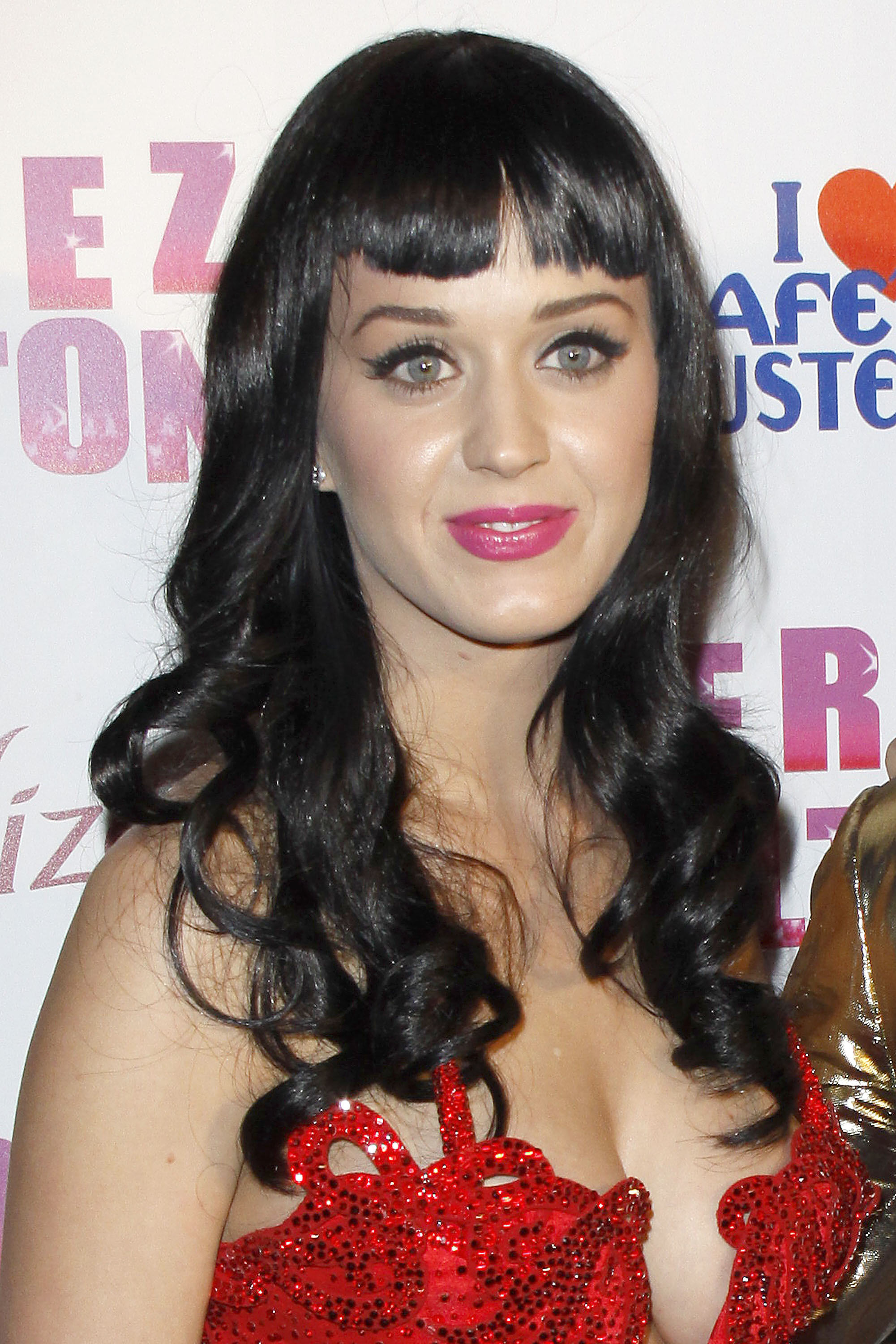 11030_katy_perry_perez_hiltons_birthday_party.com_TheElder_KatyPerry38_122_220lo.jpg