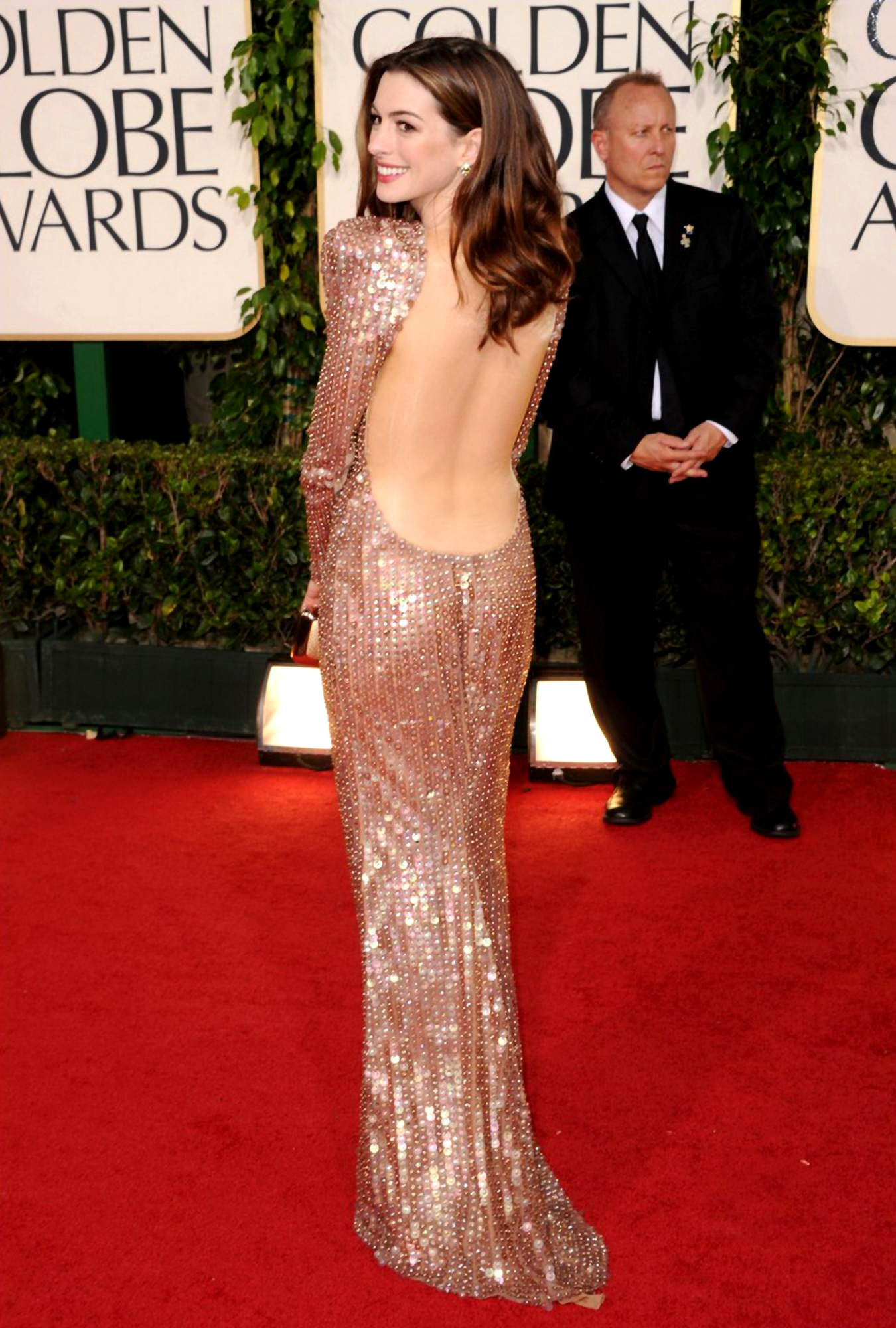 82143_Anne_Hathaway_at_68th_Annual_Golden_Globe_Awards8_122_67lo.jpg