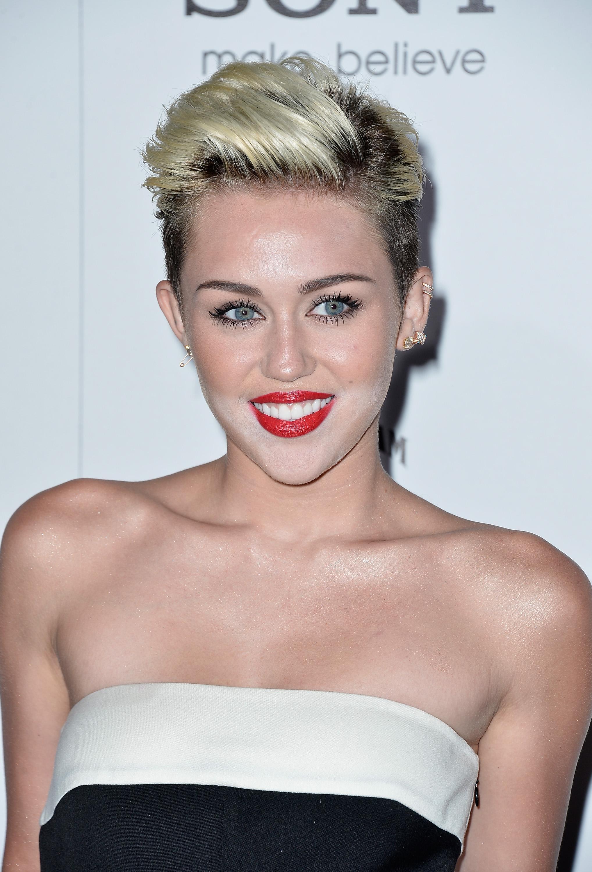 812893170_Miley_Cyrus_Maxim_Hot_100_Party1_122_487lo.jpg