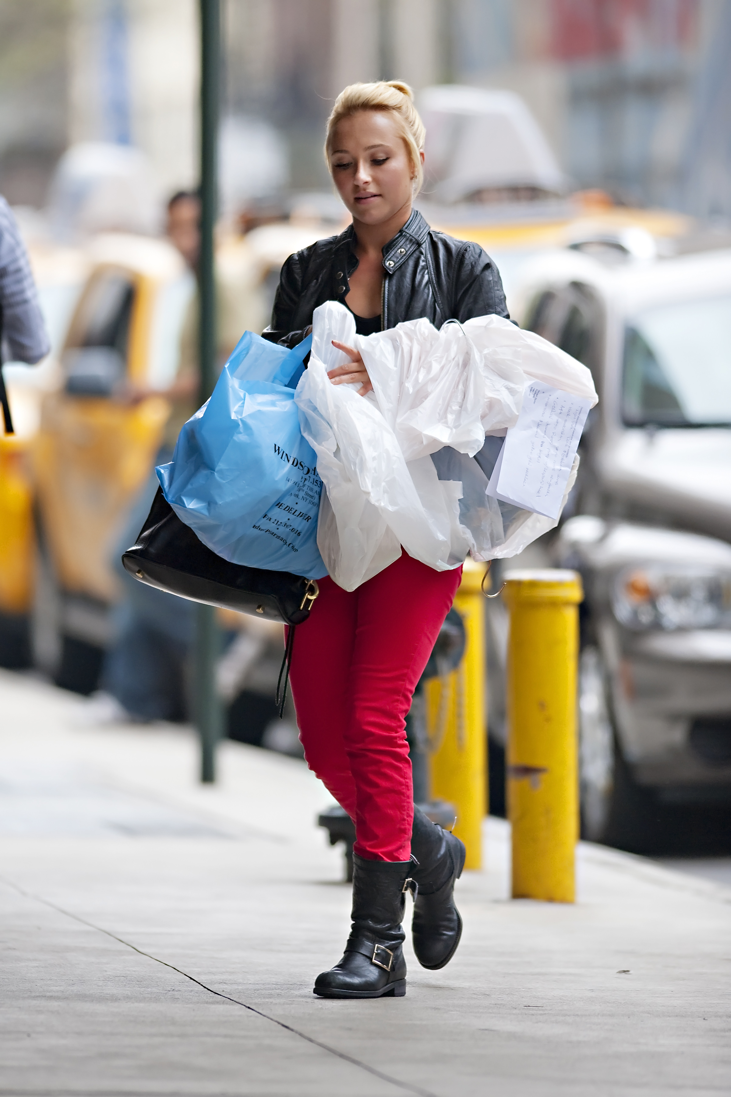 890148157_Hayden_Panettiere_out_and_about_in_NYC2_122_349lo.jpg