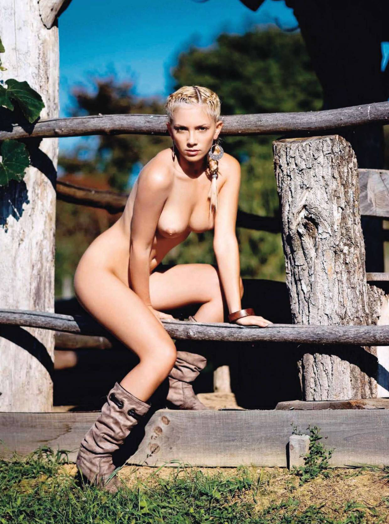 65025_Anamarija_Frlan_Playboy_2010_10_Croatia_05_123_426lo.jpg