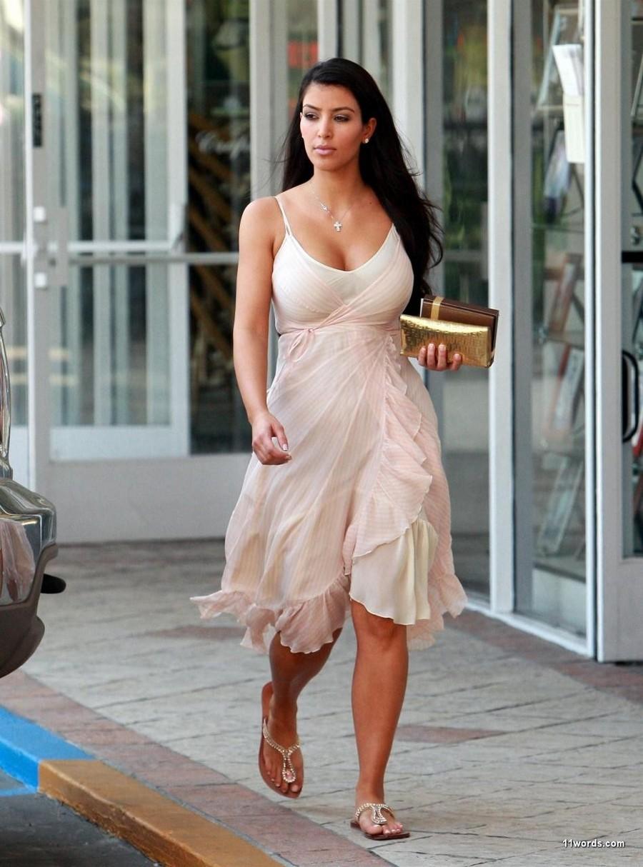 016919408_Kim_Kardashian50_122_76lo.jpg