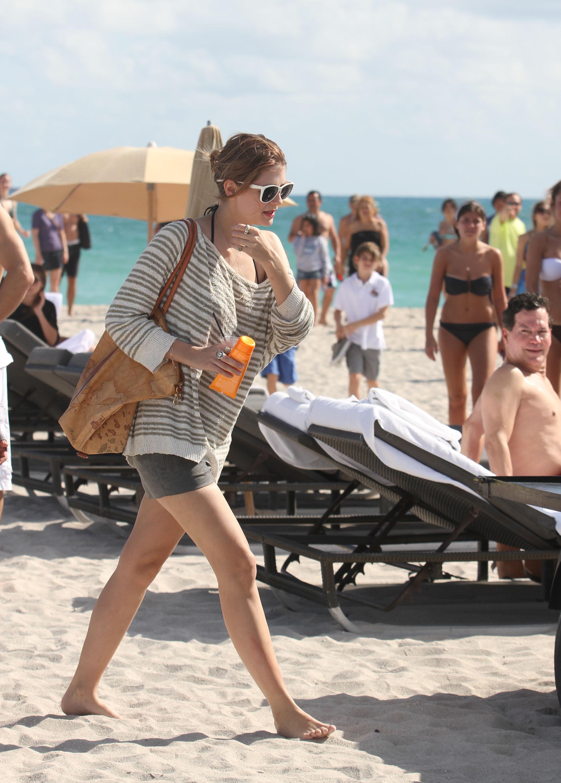 311836780_Mischa_Barton_Bikini_Candids_on_the_Beach_in_Miami_December_27_2011_113_122_399lo.jpg