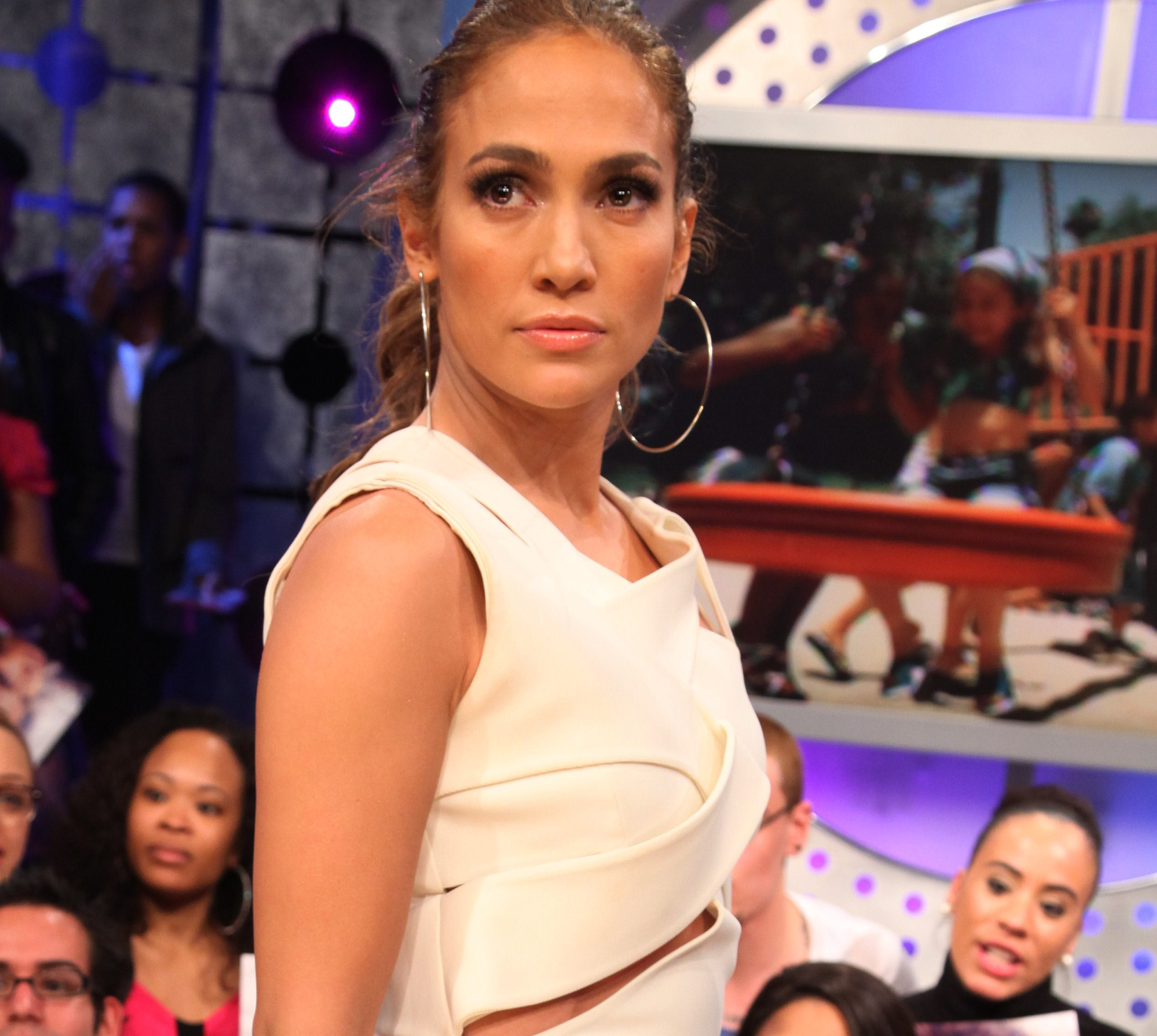 26210_Jennifer_Lopez_20110503_visits_BETs_106_and_Park_016_122_140lo.jpg