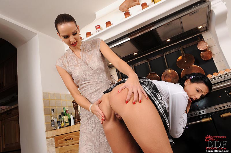 58144_hot_AlyssiaLoopAnetaJ._Kitchendisciplinaryspanking12_123_560lo.jpg