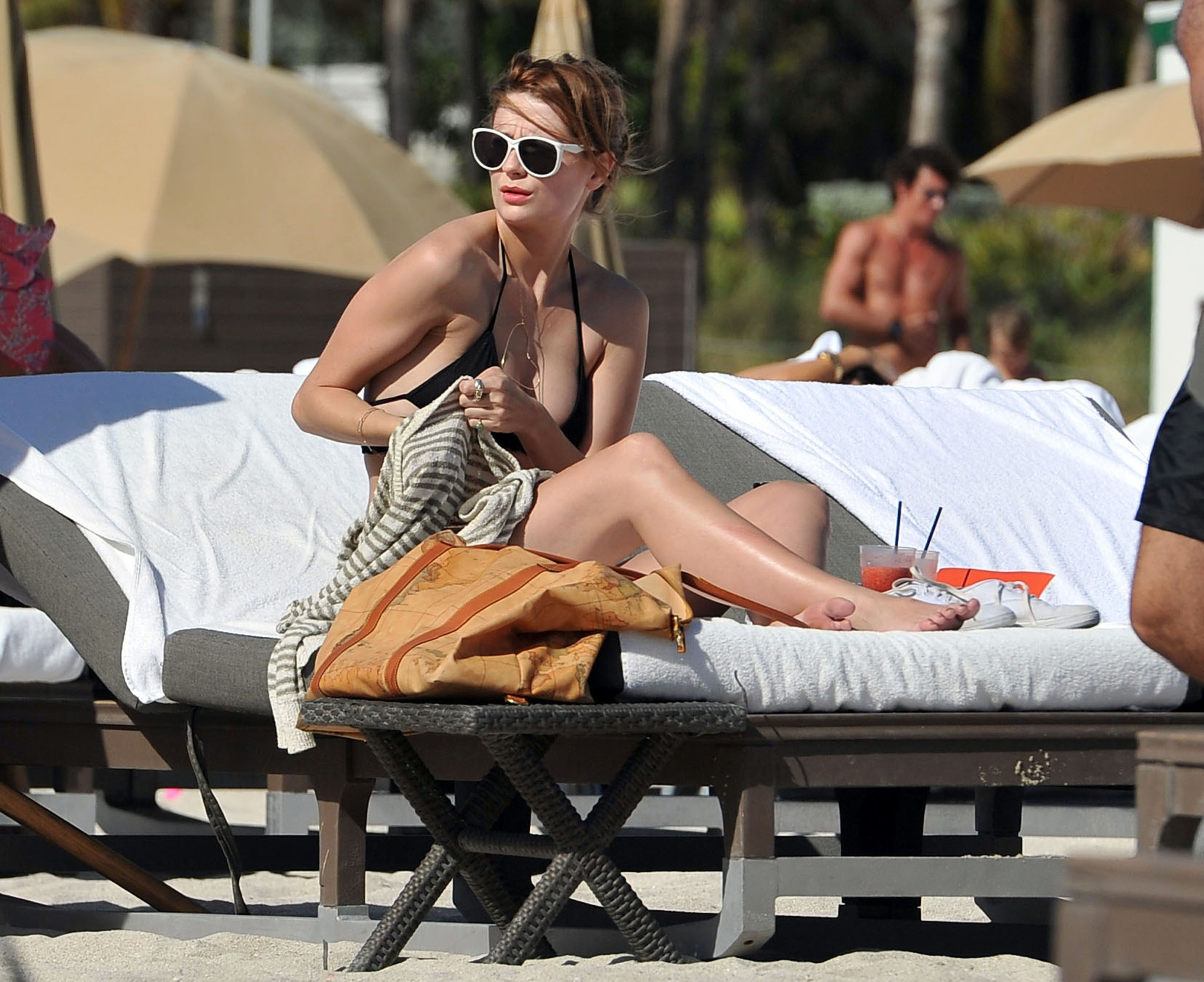 311817777_Mischa_Barton_Bikini_Candids_on_the_Beach_in_Miami_December_27_2011_107_122_188lo.jpg