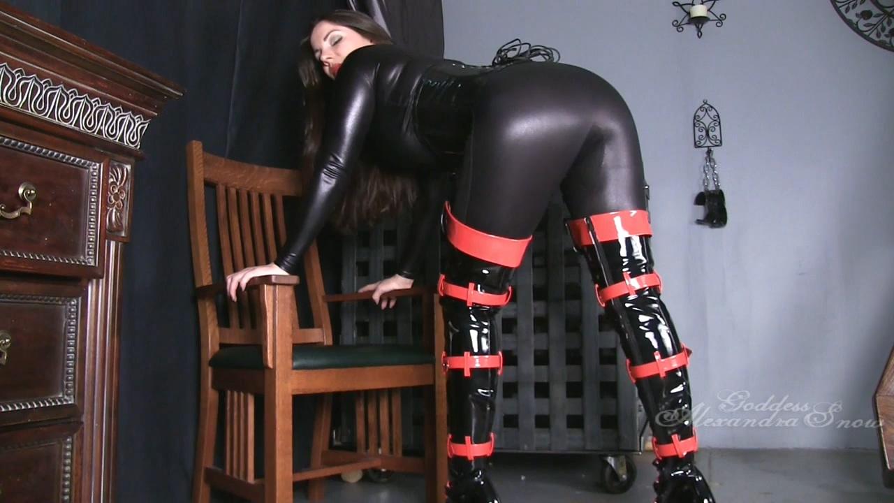 513944786_Goddess_Alexandra_Snow___Red_and_black_boots.mp4_20170904_112430.096_123_478lo.jpg