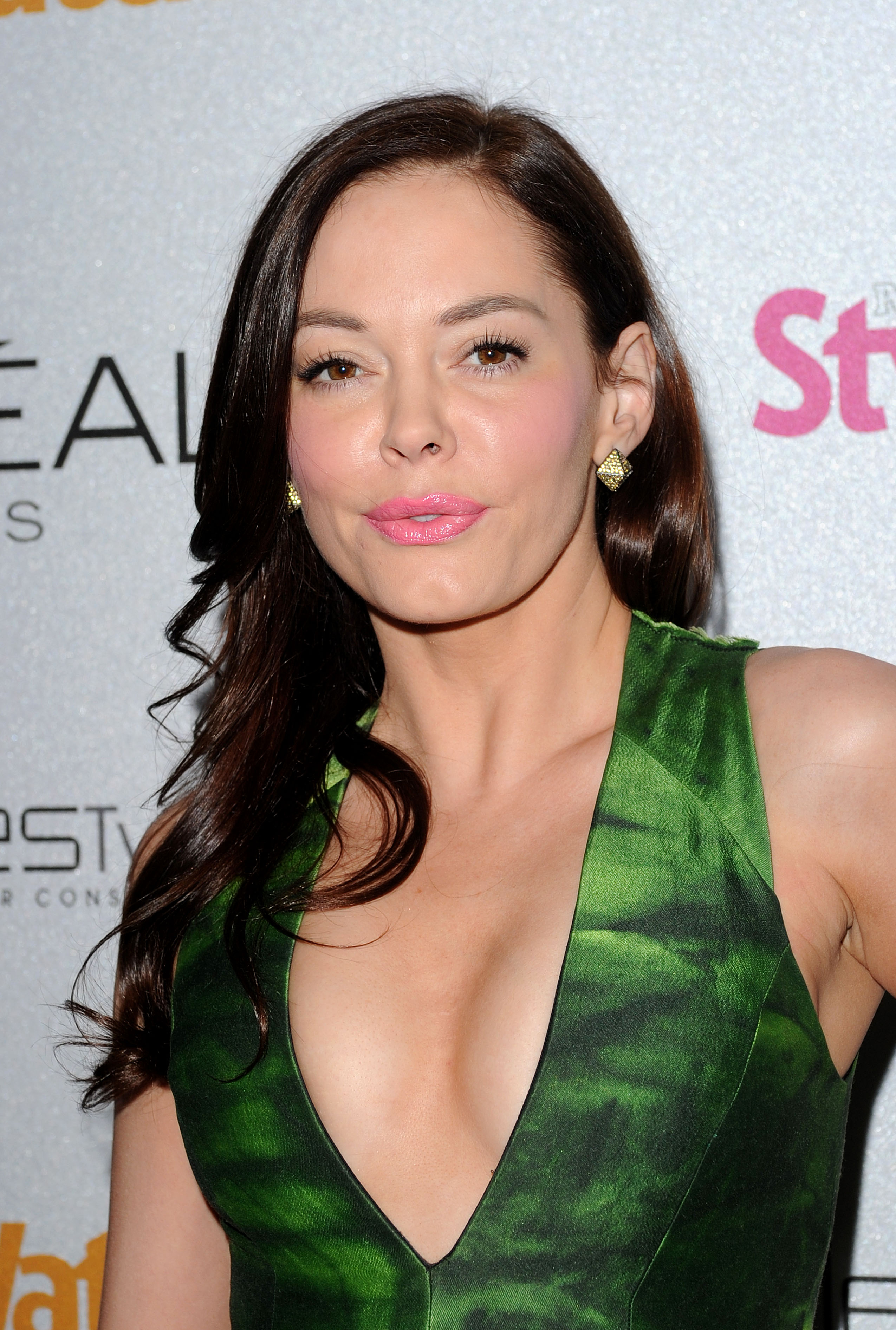 751953263_Rose_McGowan_People_StyleWatch_A_Night_of_Red_Carpet_Style_in_LA_January_27_2011_05_122_375lo.jpg