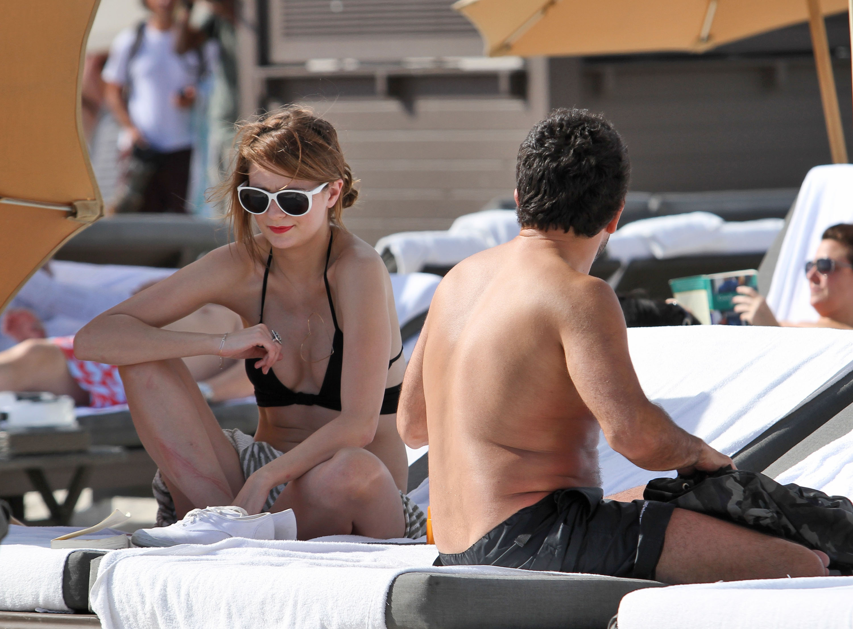 311757771_Mischa_Barton_Bikini_Candids_on_the_Beach_in_Miami_December_27_2011_089_122_214lo.jpg