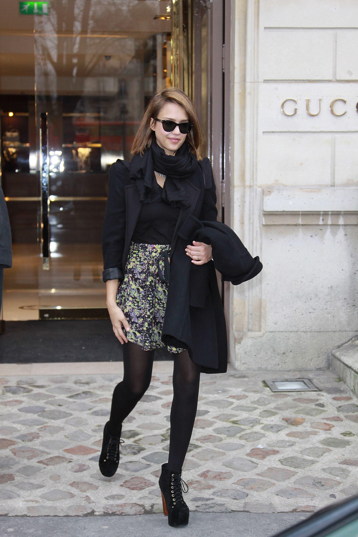 26024_Jessica_Alba_Sighting_in_Paris4_122_453lo.jpg