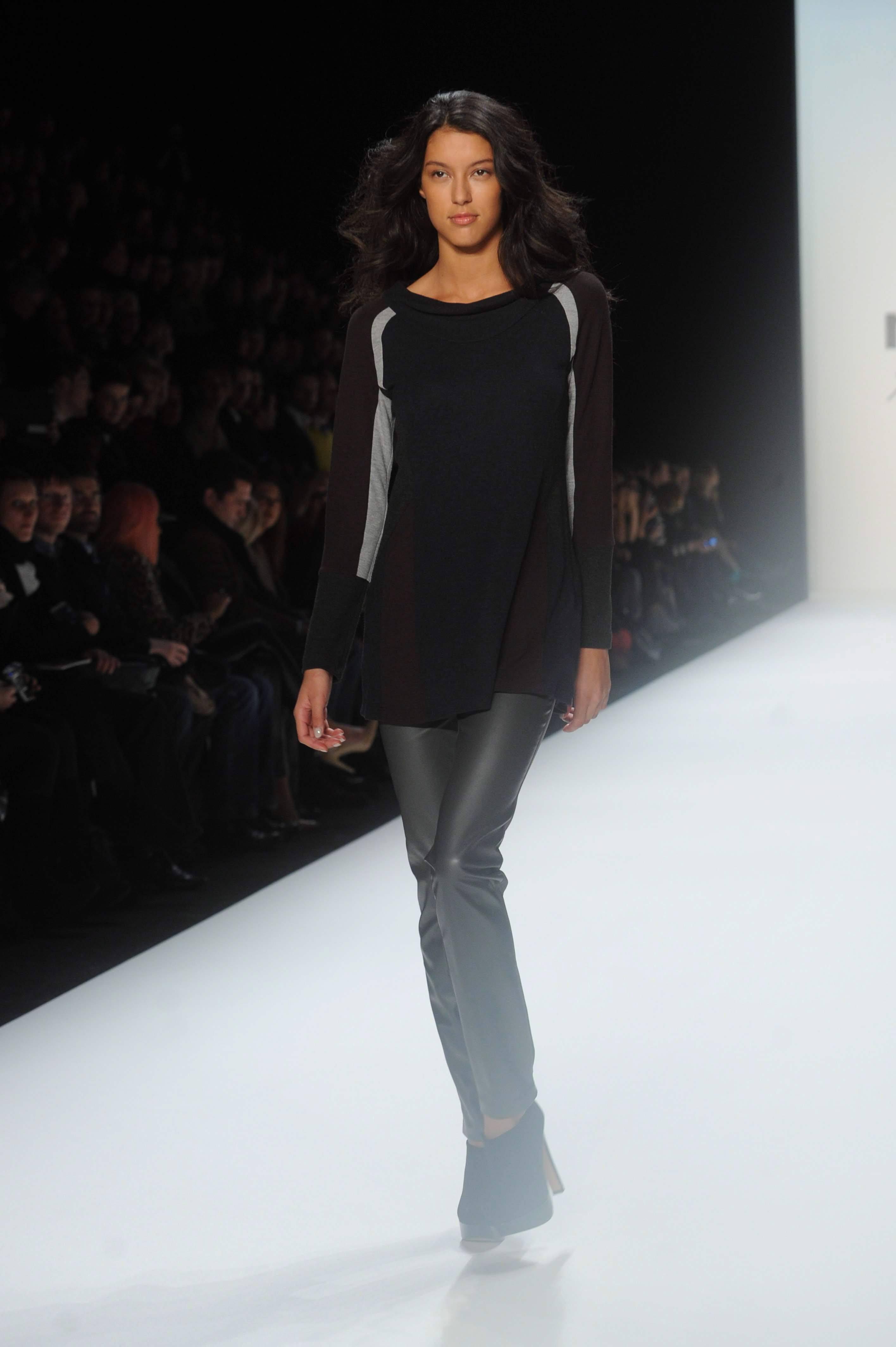 03725_fashion_week_2576_122_392lo.jpg
