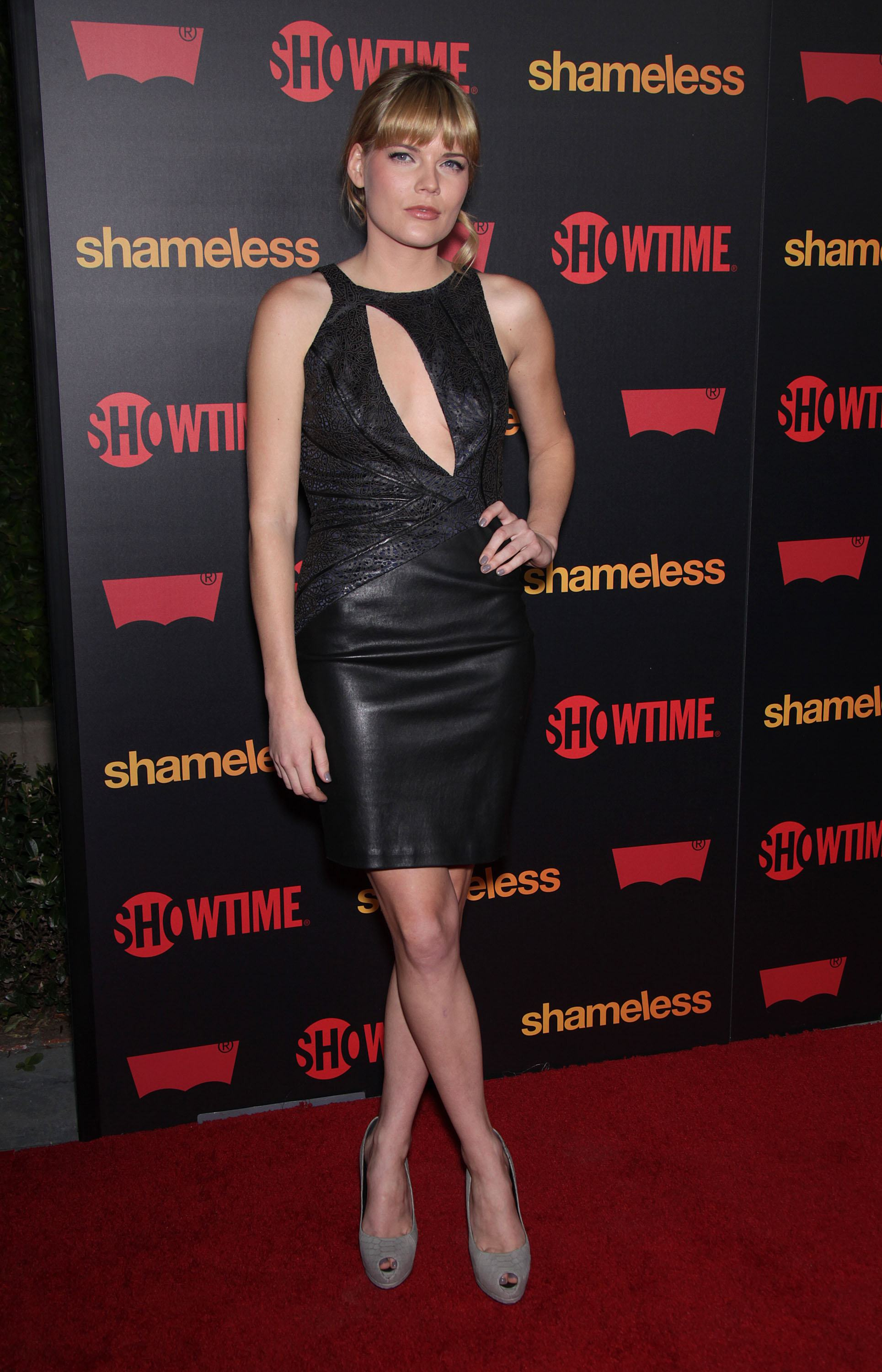 225062424_emma_greenwell_promoting_season_2_premiere_shameless_wearing_black_dress_emma_greenwell_promoting_season_2_premiere_shameless07_123_431lo.jpg