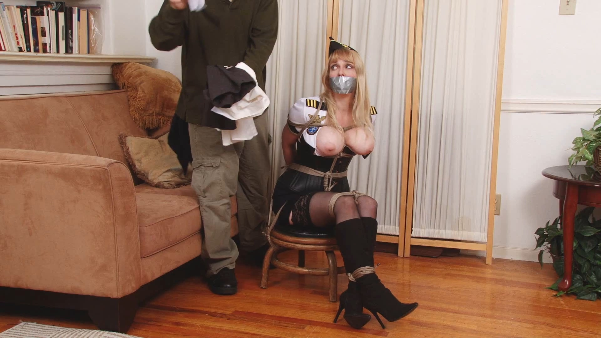 688078298_6_Lorelei_is_Bound_Gagged_and_Groped.mp4_20181213_095946.583_123_381lo.jpg