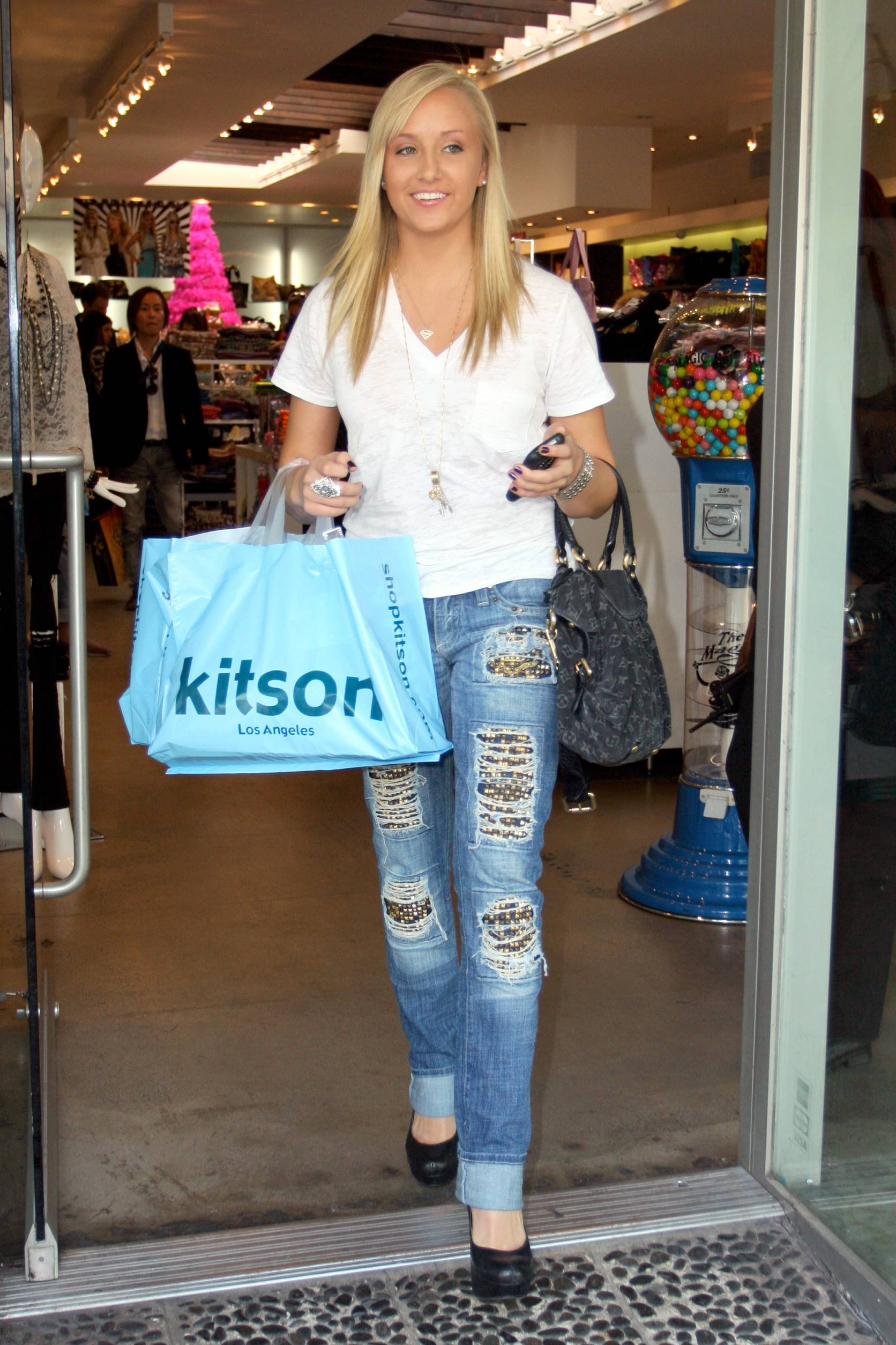 120662949_CFF_Nastia_Liukin_at_Kitson_in_West_Hollywood___Nov._20_2009_026_122_119lo.jpg