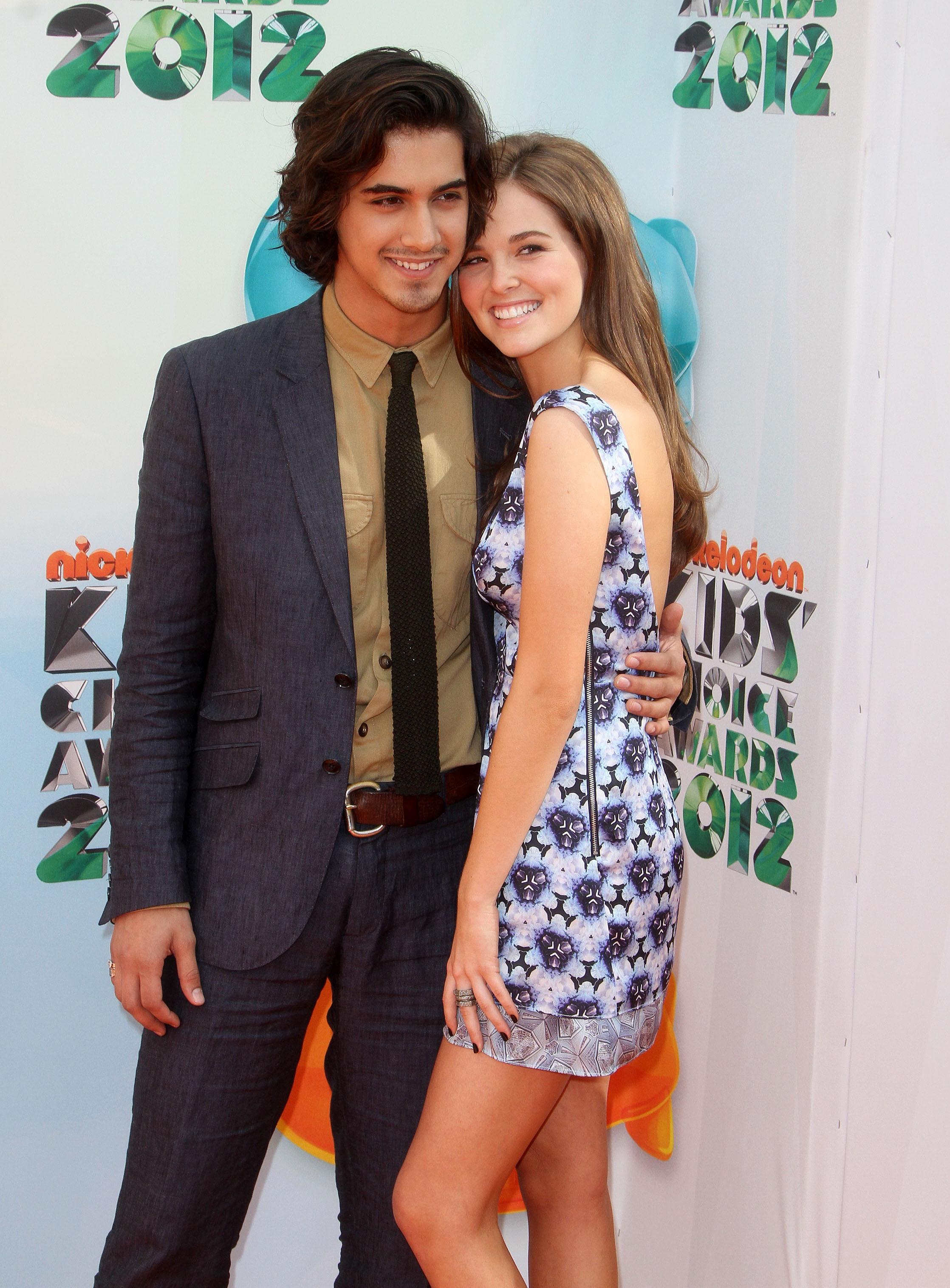 335854594_CFF_Zoey_Deutch_Nickelodeons_25th_Annual_Kids_Choice_Awards_In_LA_March_31_2012_021_122_505lo.jpg