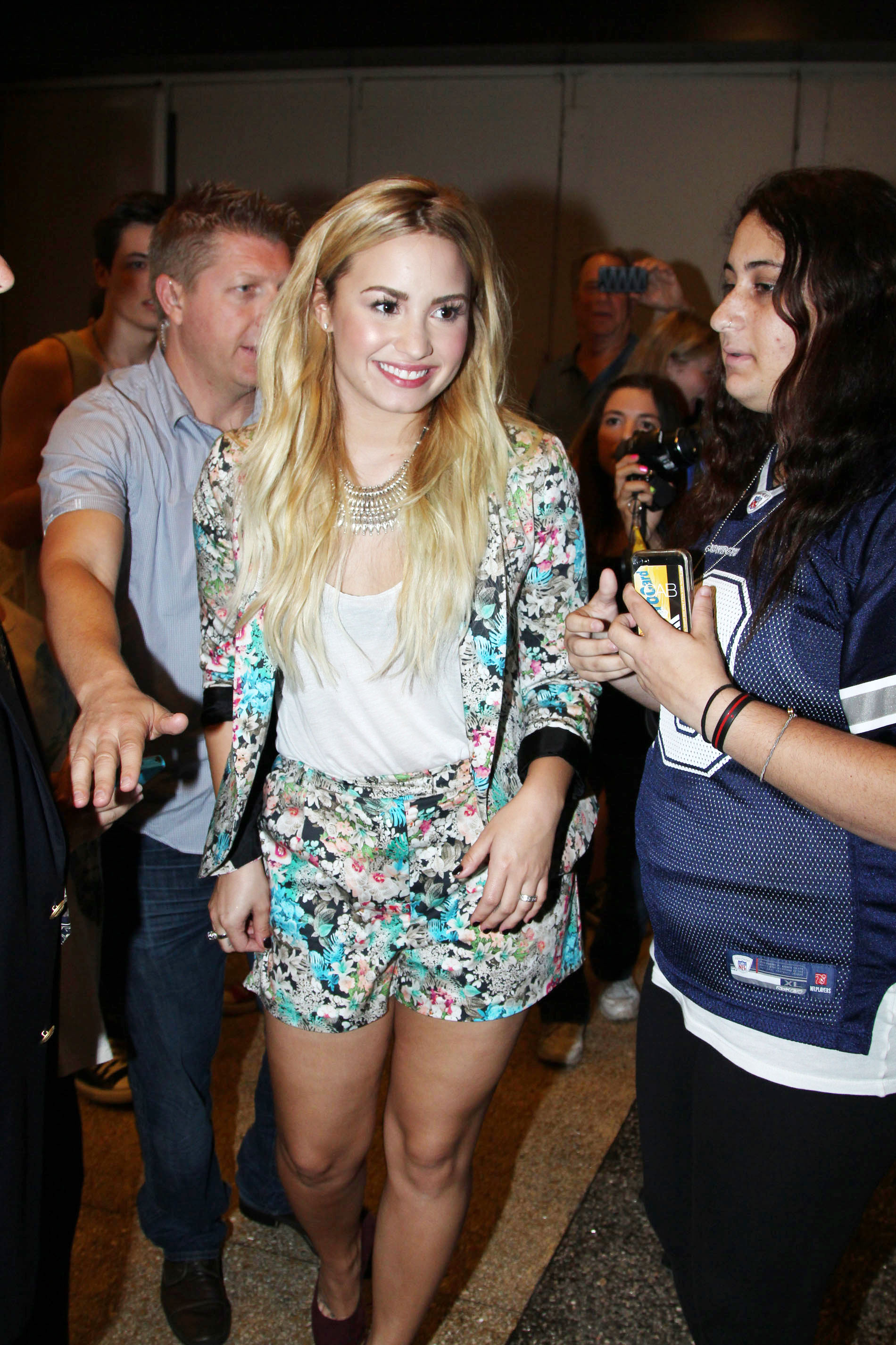 699914449_Demi_Lovato_arrives_at_MTV_Studios6_122_365lo.jpg
