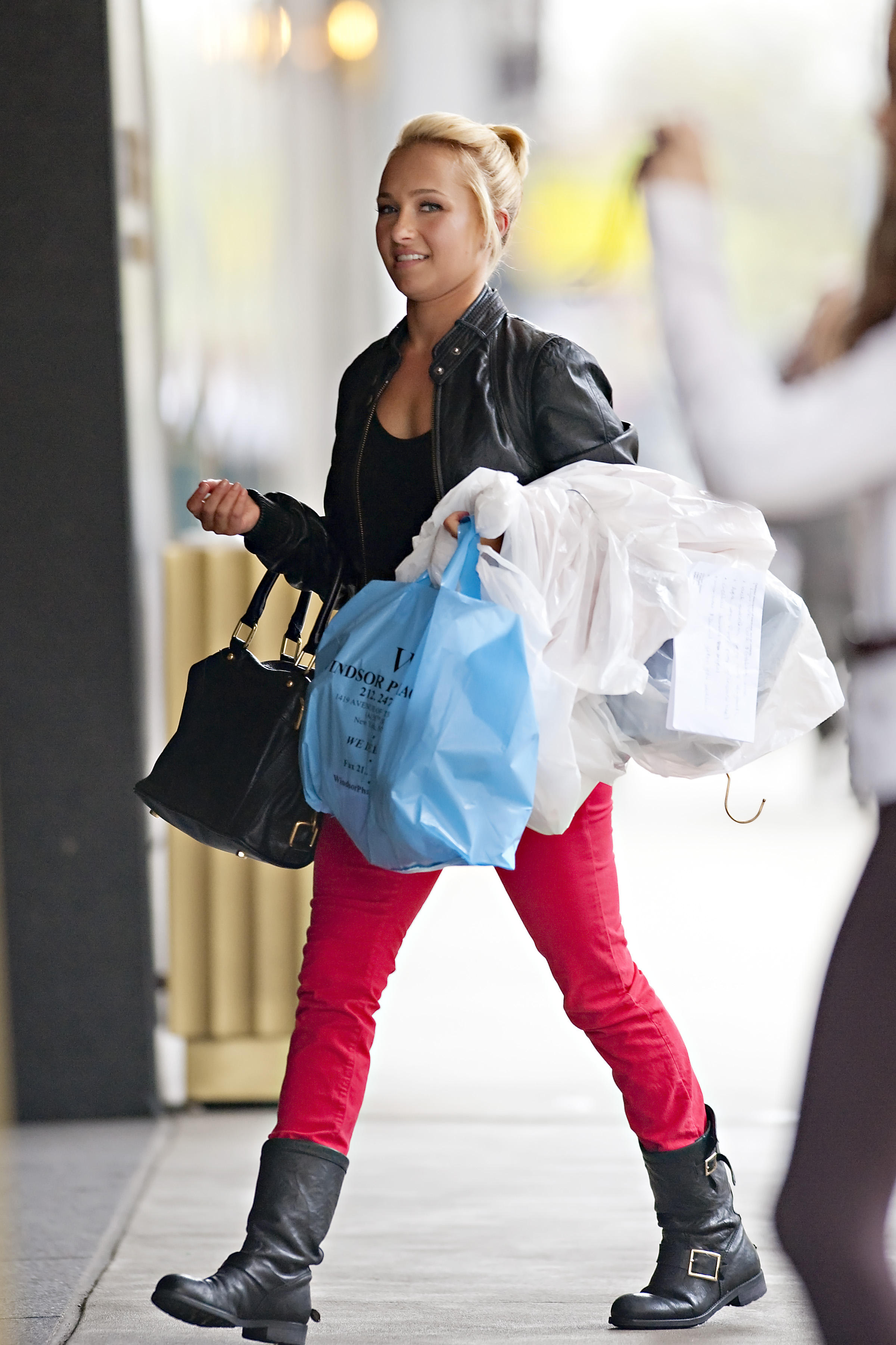 890310145_Hayden_Panettiere_out_and_about_in_NYC5_122_388lo.jpg