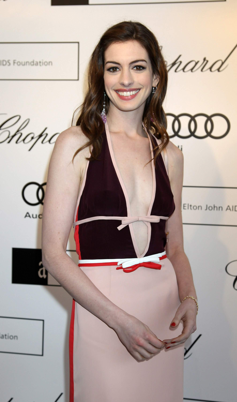 930858994_Anne_Hathaway_The_13th_Annual_White_Tie_Tiara_Ball3_122_451lo.jpg
