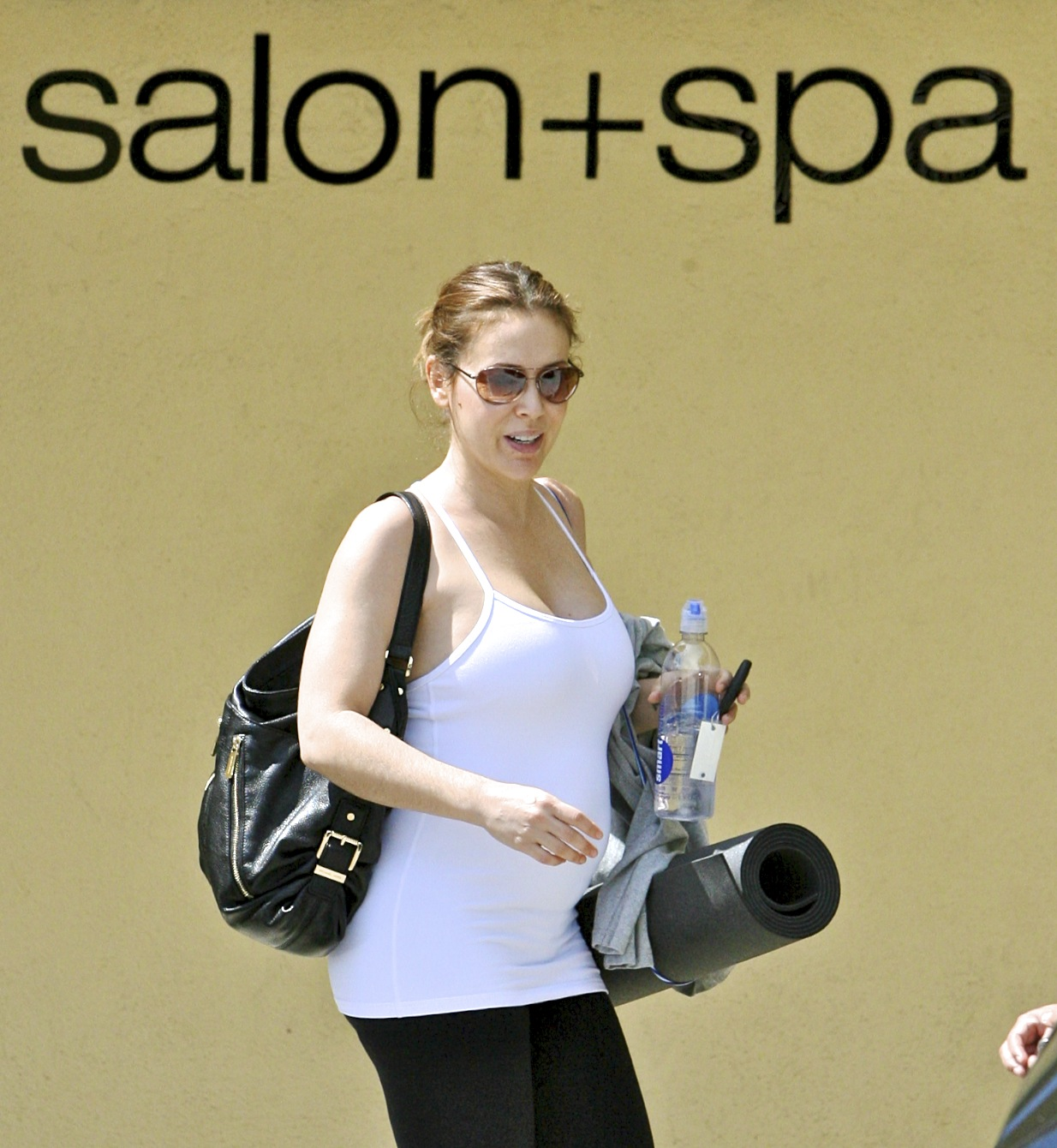 473819272_Alyssa_Milano_at_gas_station_ana_yoga_class8_122_518lo.jpg