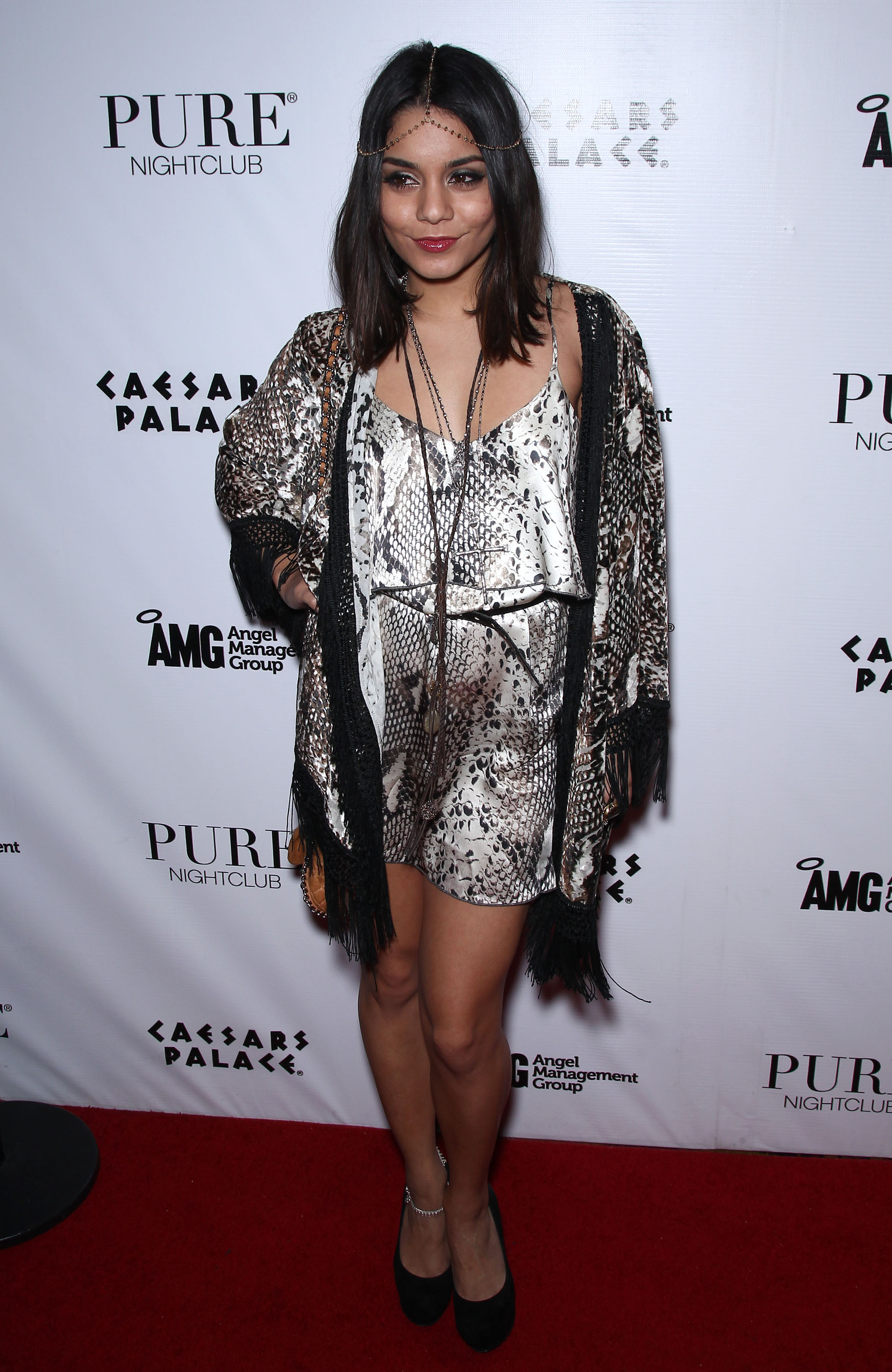 251169509_Vanessa_Hudgens_hosts_at_Pure_Nightclub4_122_416lo.jpg
