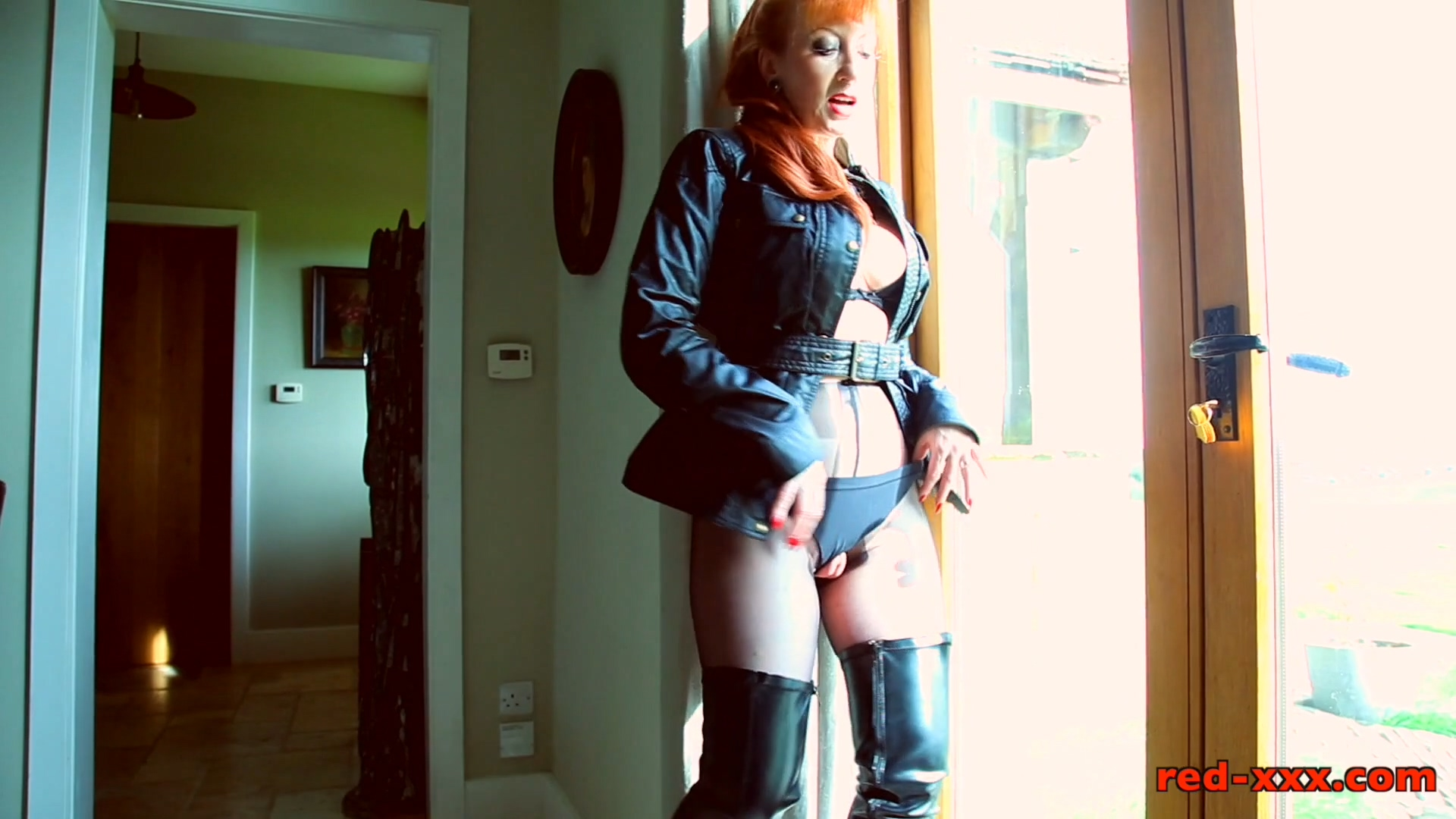 403360410_Thighboots_and_Pantyhose_redx.mp4_20171019_174041.592_123_510lo.jpg
