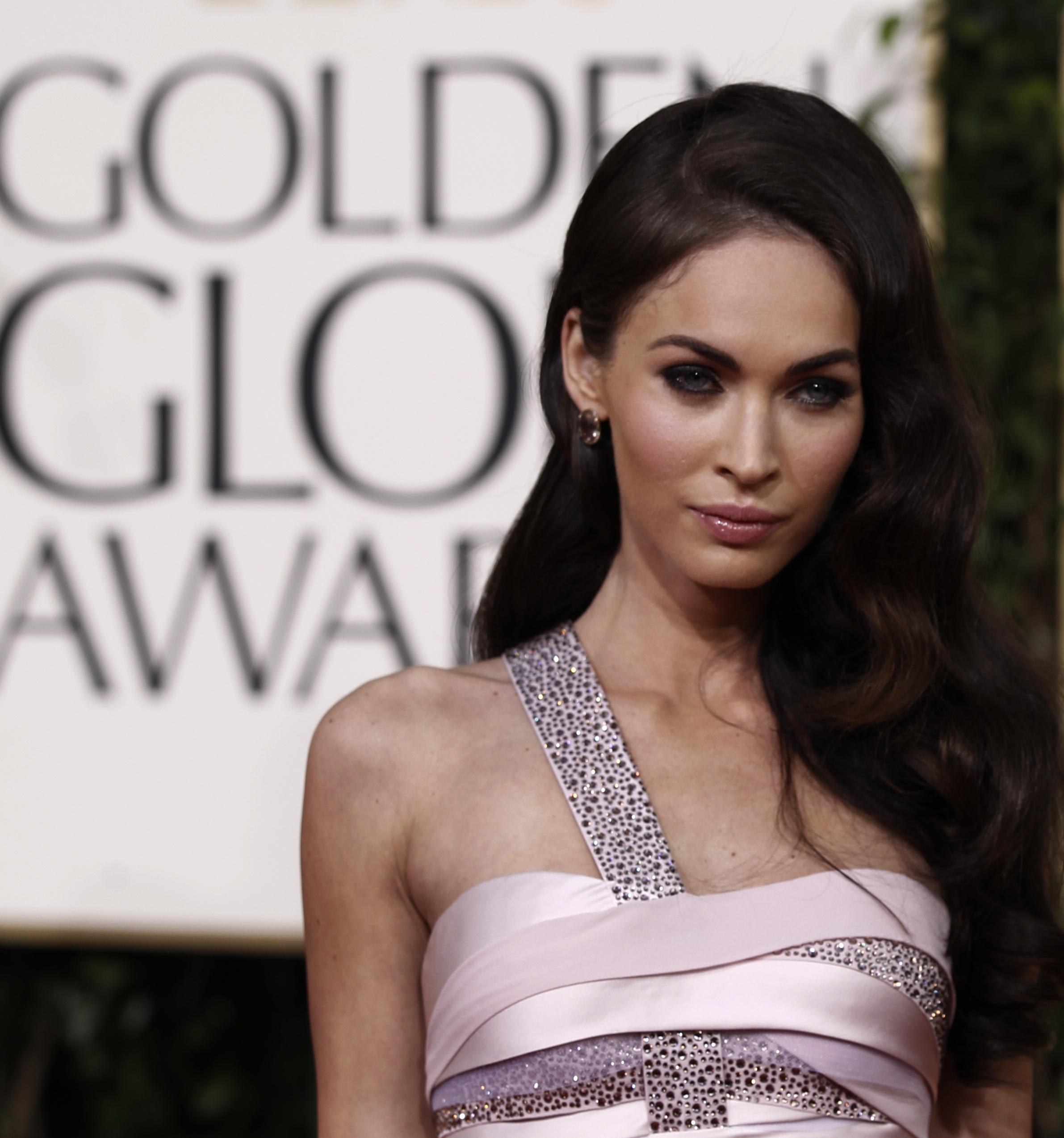 31308_megan_fox_at_the_golden_2011_globe_awards_05_122_117lo.jpg