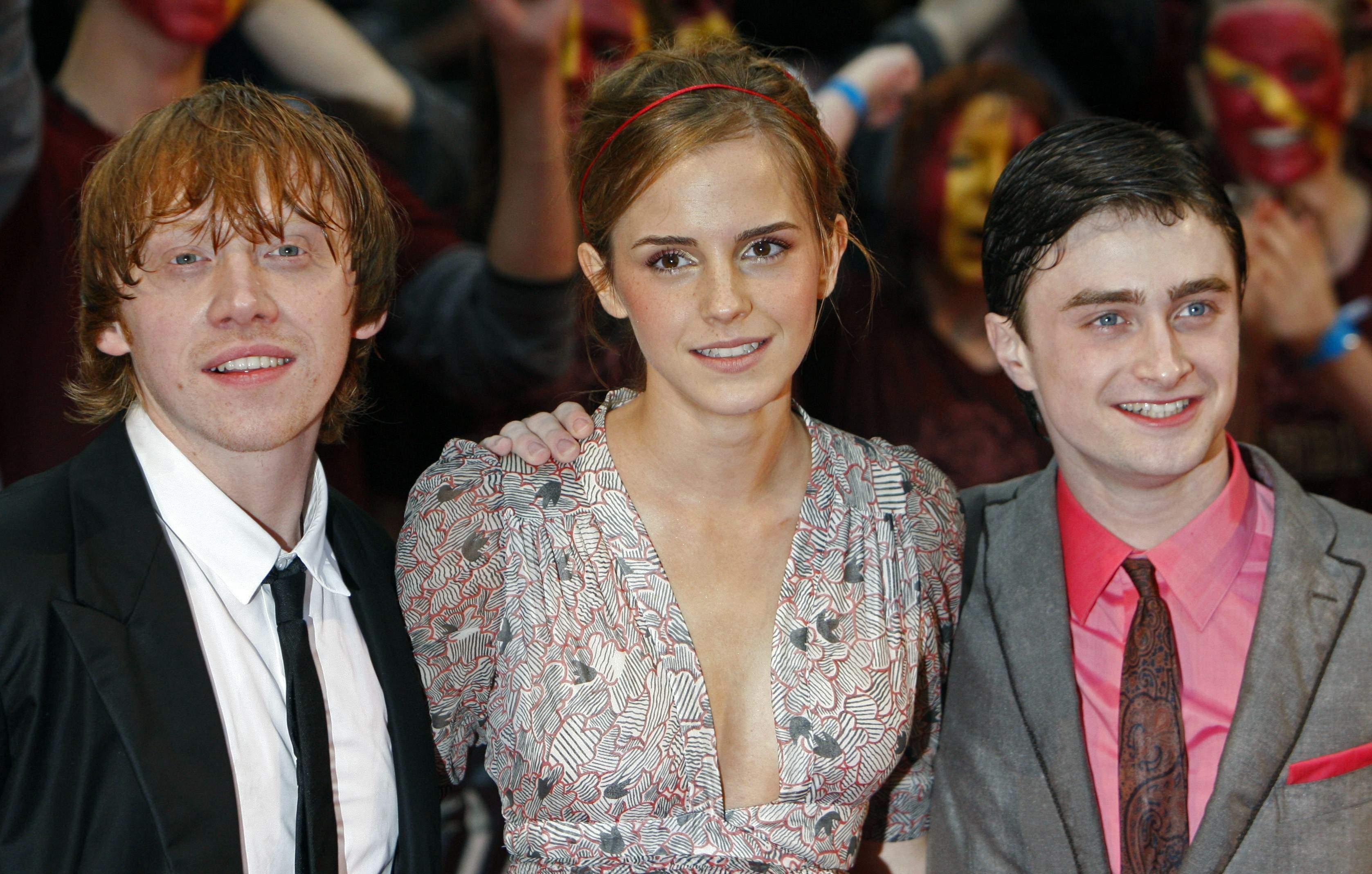 53215_Emma_Watson_HPaTHBP_premiere_in_London04112_122_212lo.jpg