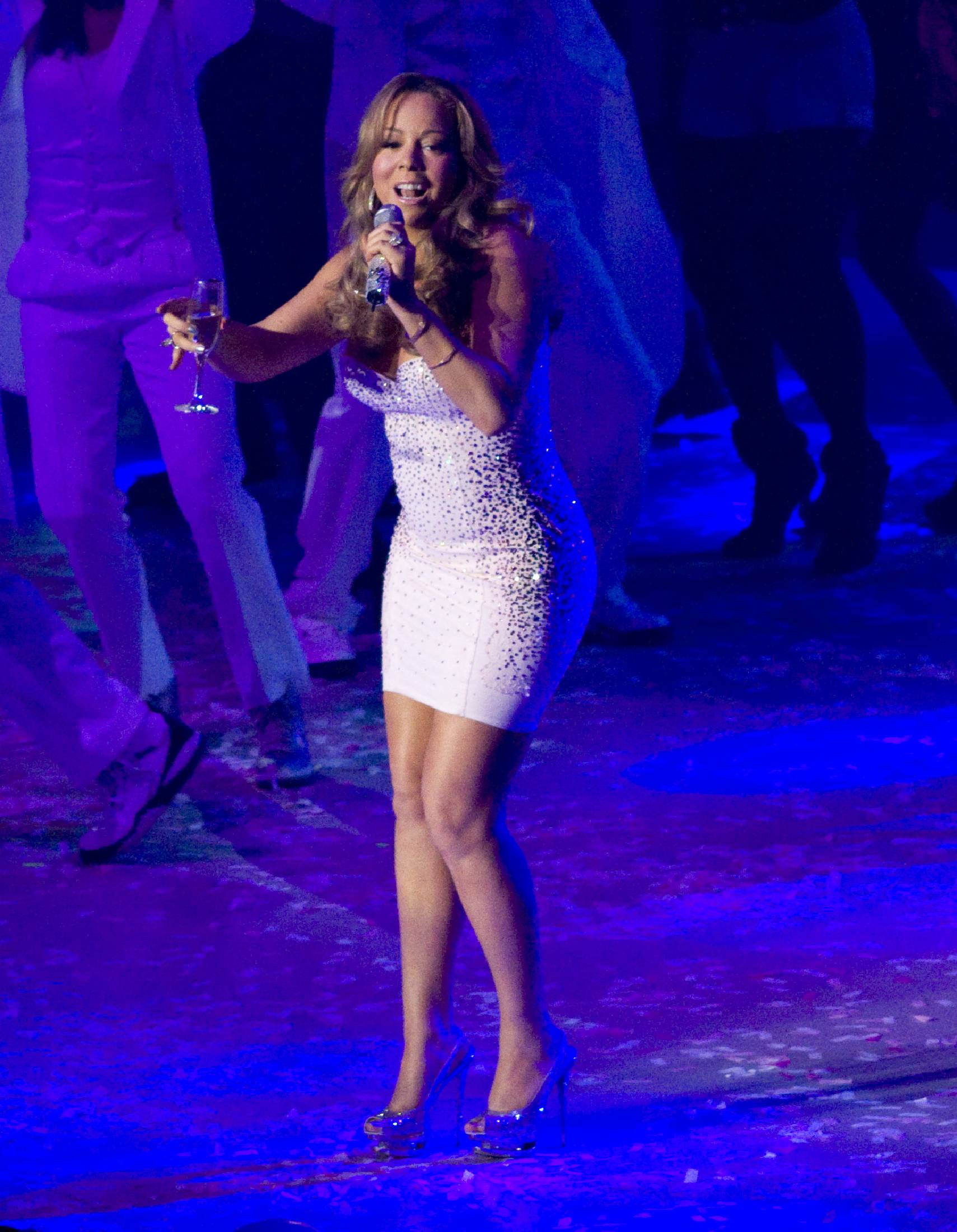 53250_Mariah_Carey_performs_at_Madison_Square_Garden_in_New_York_City-13_122_238lo.jpg