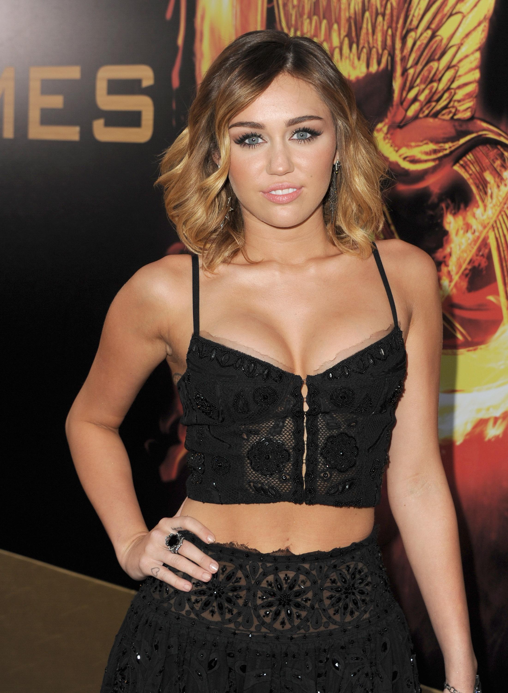 32771_Miley_Cyrus_Adds4_123_240lo.jpg