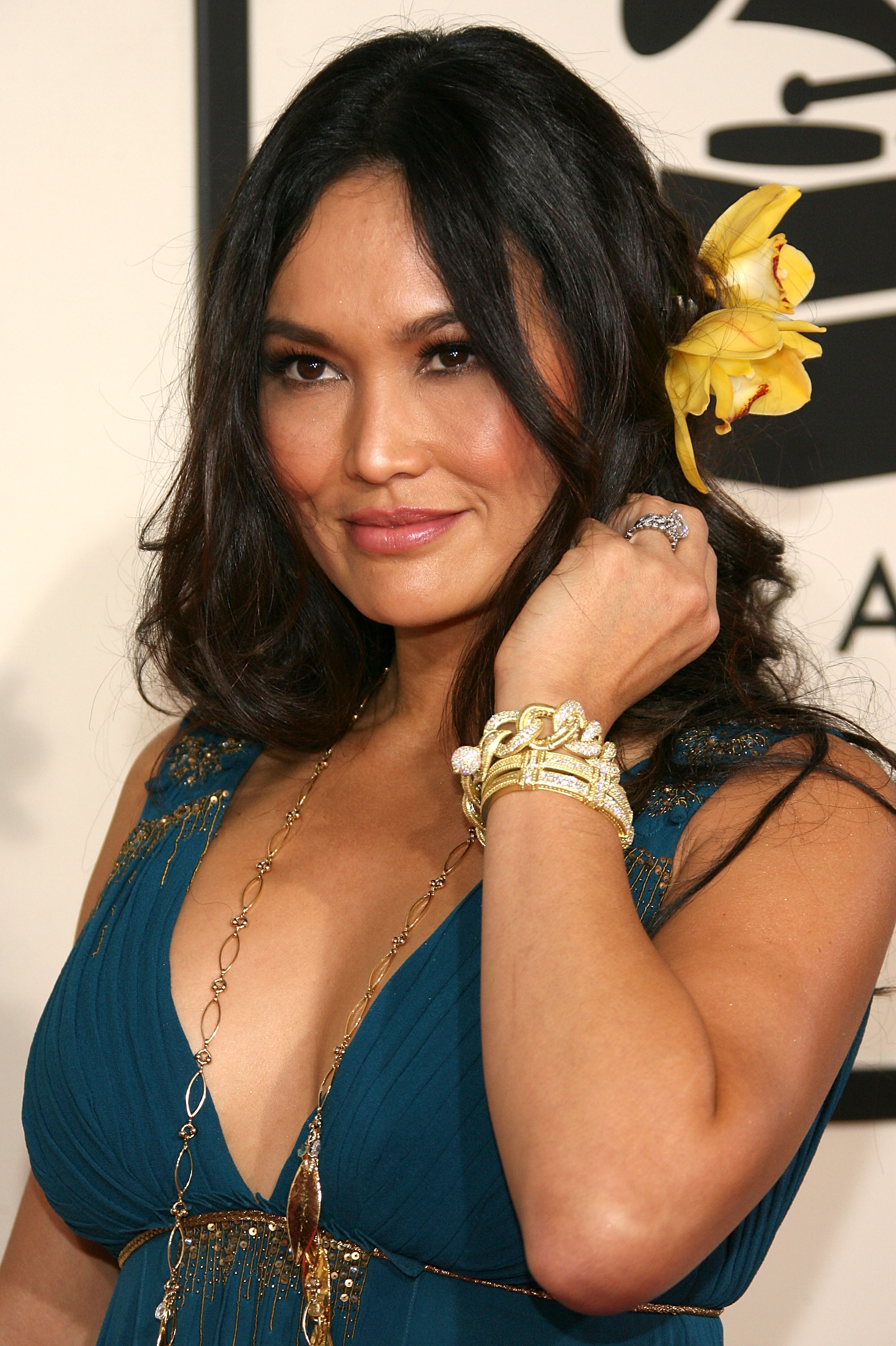 92863_by_Septimiu_Tia_Carrere-50th_Annual_Grammy_Awards_Arrivals-02_165_122_611lo.jpg