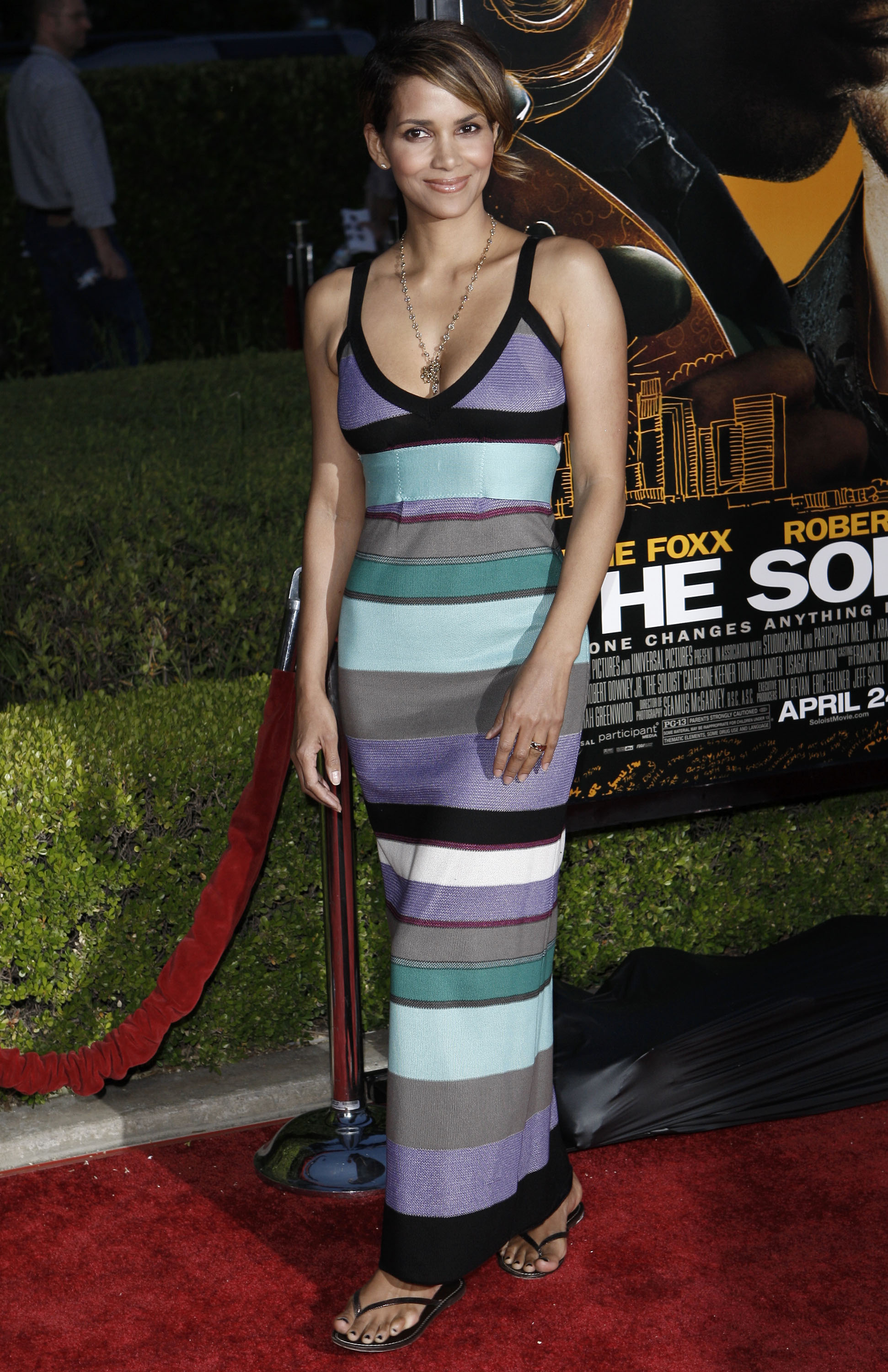64605_Halle_Berry_The_Soloist_premiere_in_Los_Angeles_18_122_969lo.jpg