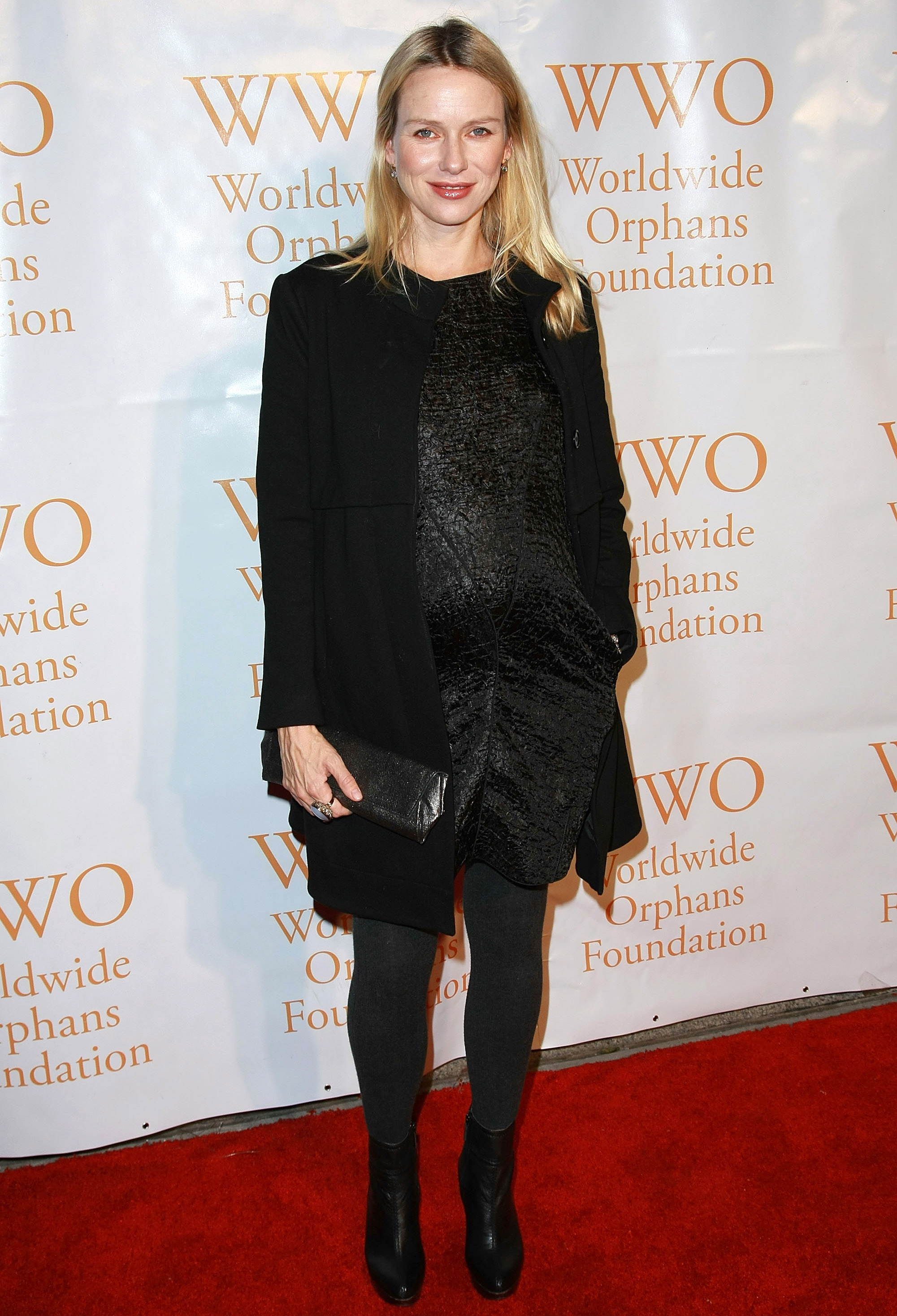 81781_Celebutopia-Naomi_Watts-4th_Annual_Worldwide_Orphans_Foundation_benefit_gala-06_122_972lo.jpg