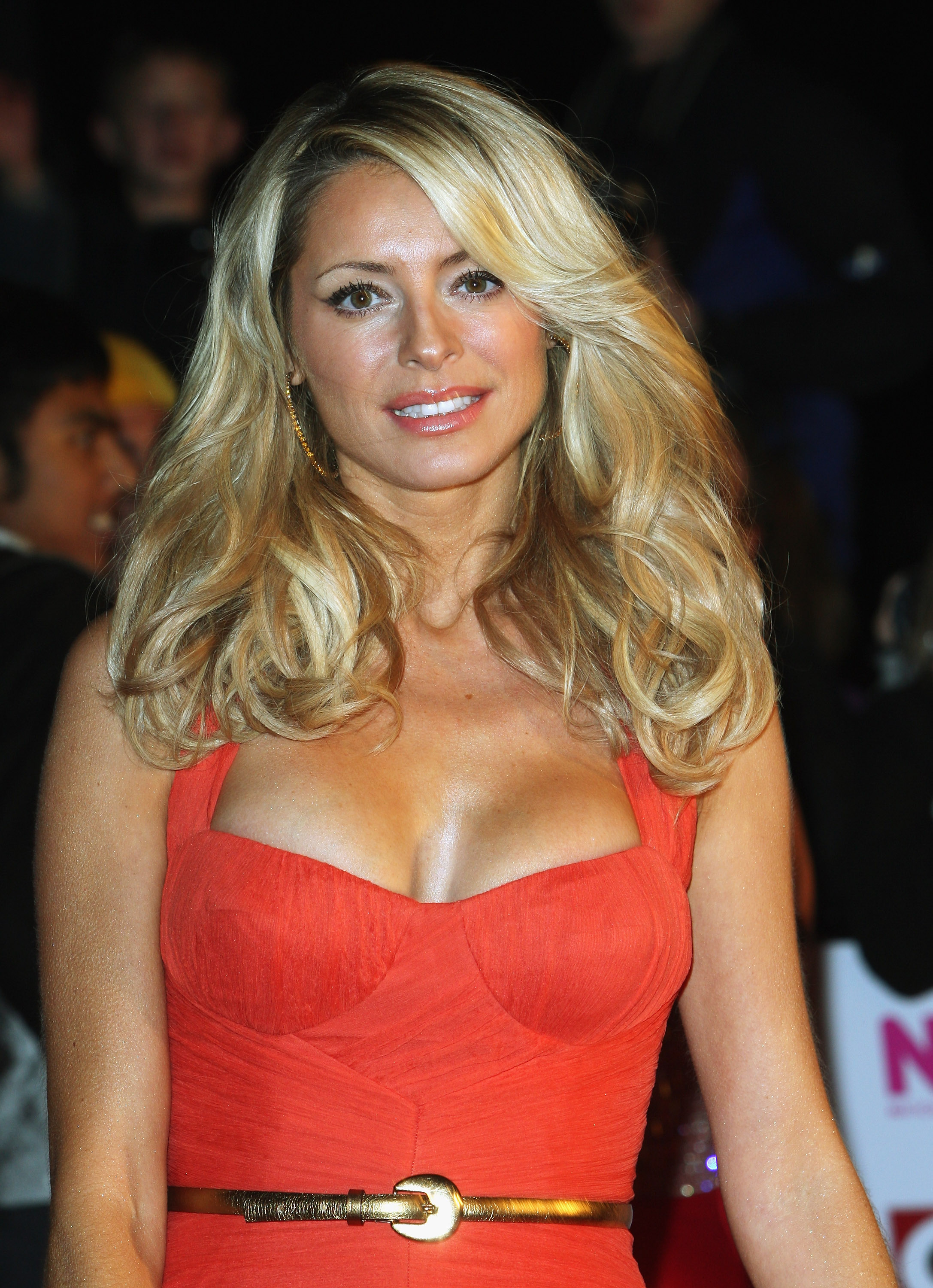 18455_Celebutopia-Tess_Daly_arrives_at_the_2008_National_Television_Awards-04_122_1156lo.jpg