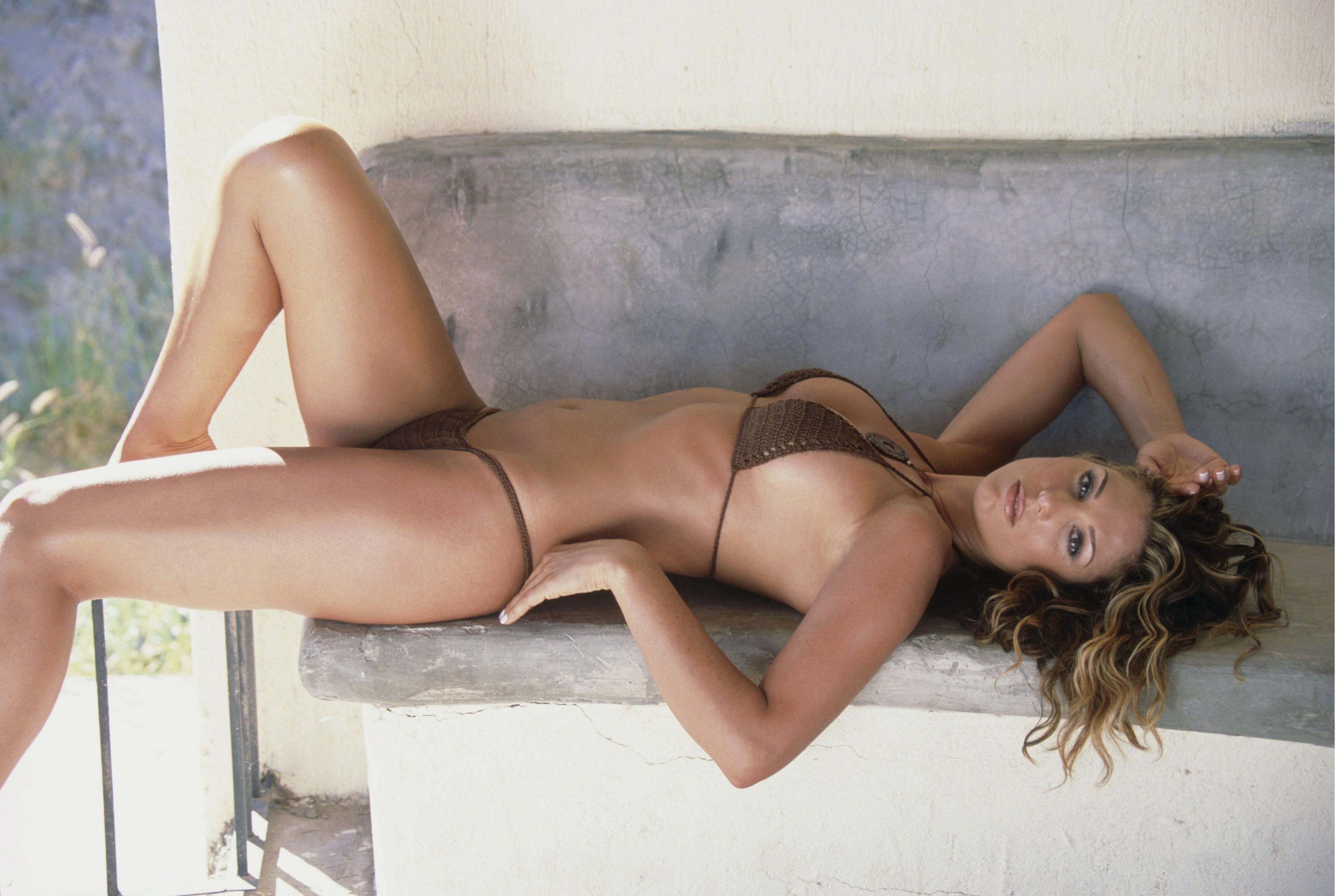 47368_Daisey_Fuentes_bikini_18_122_854lo.jpg