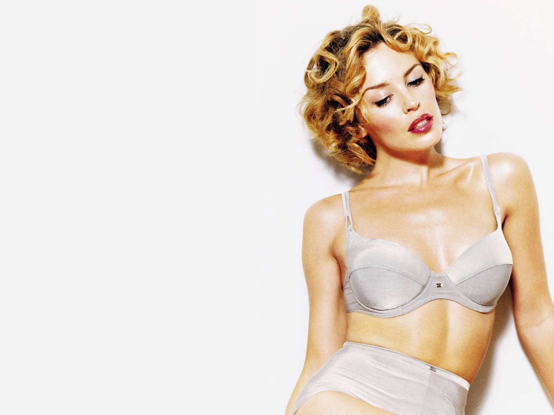 29291_Kylie_Minogue_133_123_1169lo.jpg