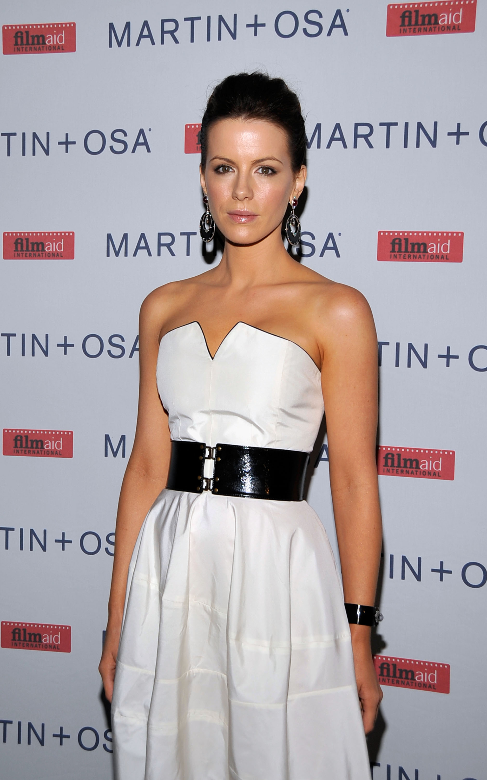 08683_Celebutopia-Kate_Beckinsale-Martin_3_Osa2s_Screening_Of_All_About_Eve_in_Hollywood-06_122_748lo.jpg