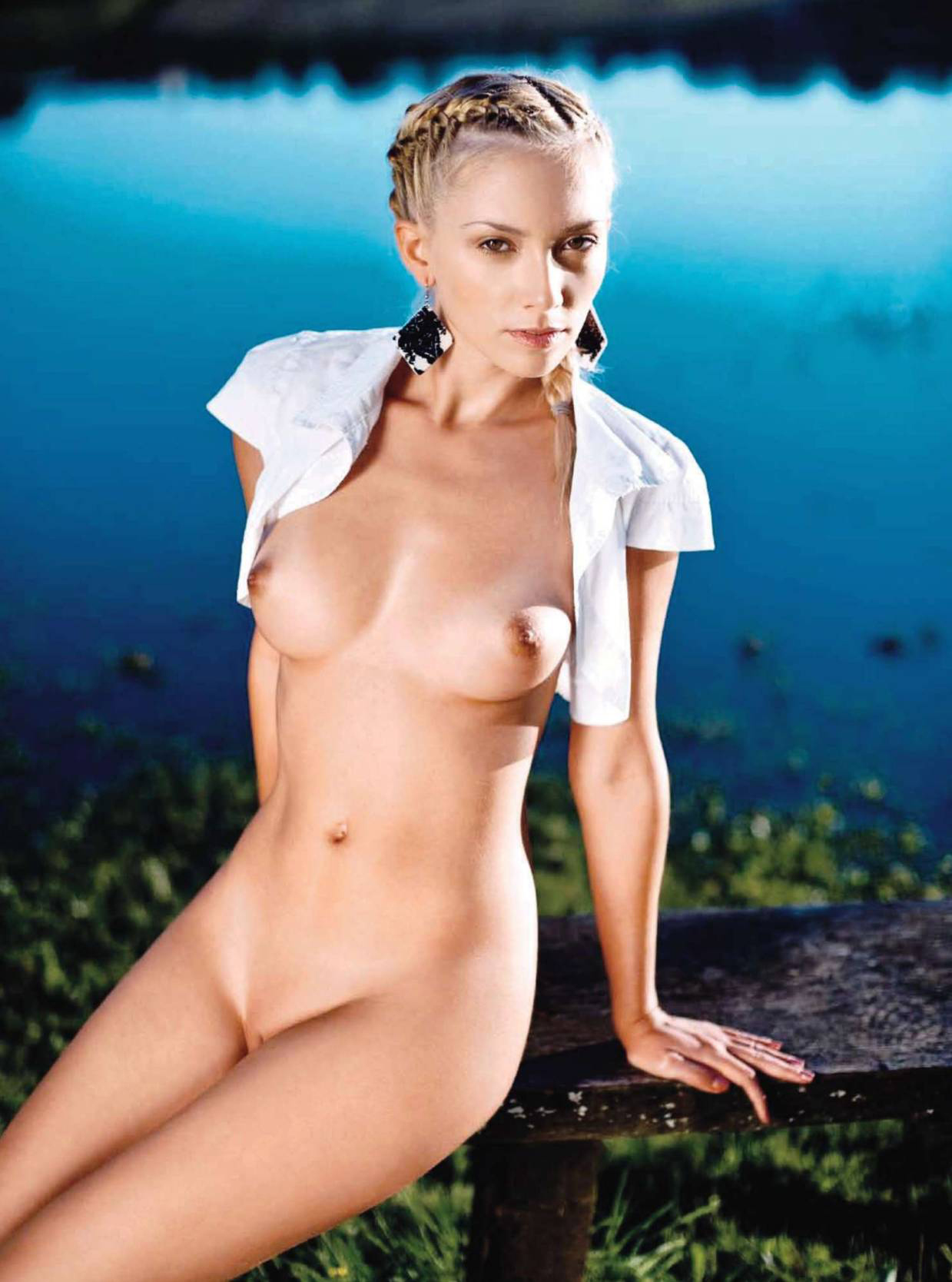 65757_Anamarija_Frlan_Playboy_2010_10_Croatia_11_123_430lo.jpg