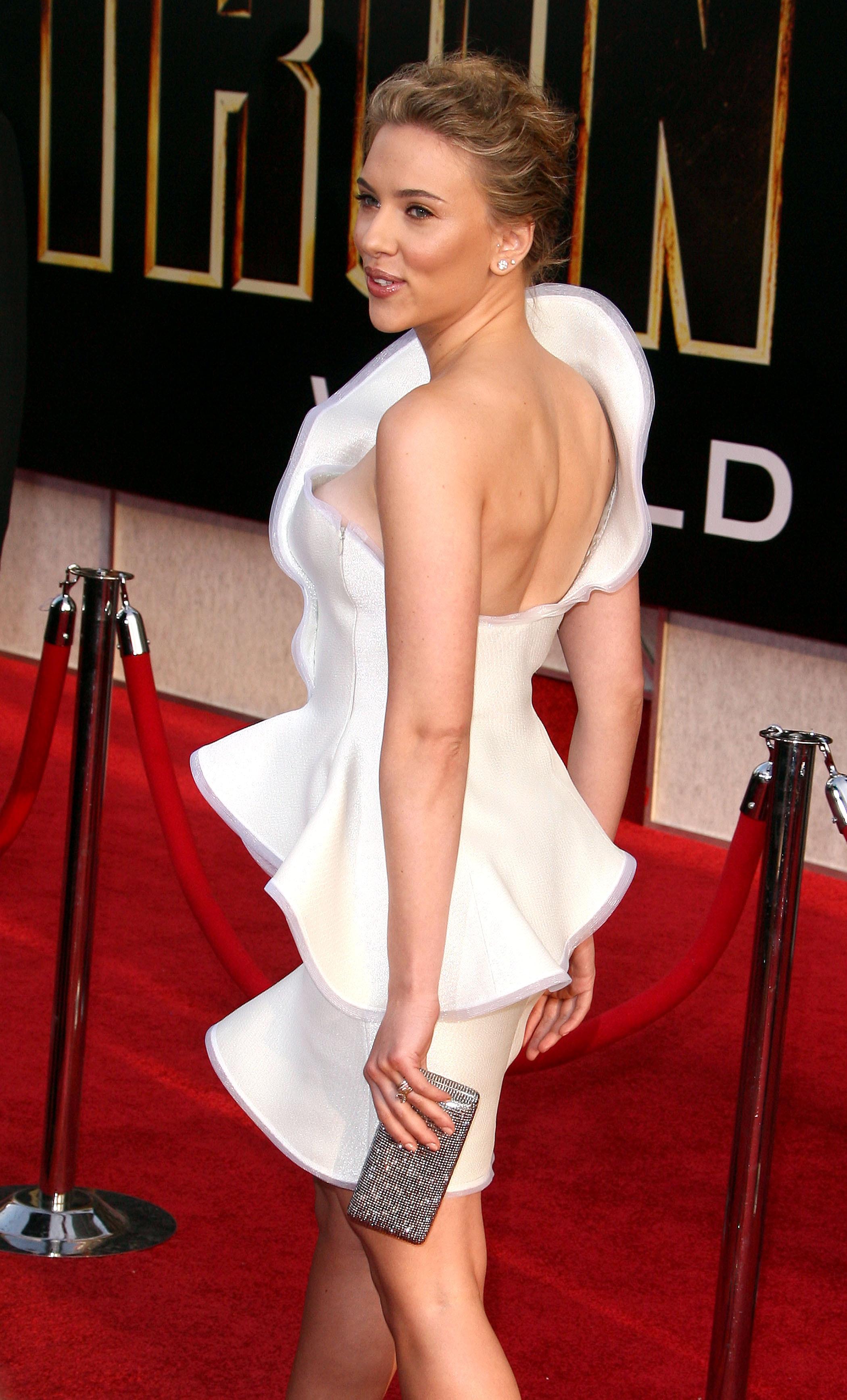 50741_celebrity_paradise.com_Scarlett_Johansson_Iron_Man_2_World_Premiere_in_Hollywood_26.04.2010_17_122_88lo.jpg