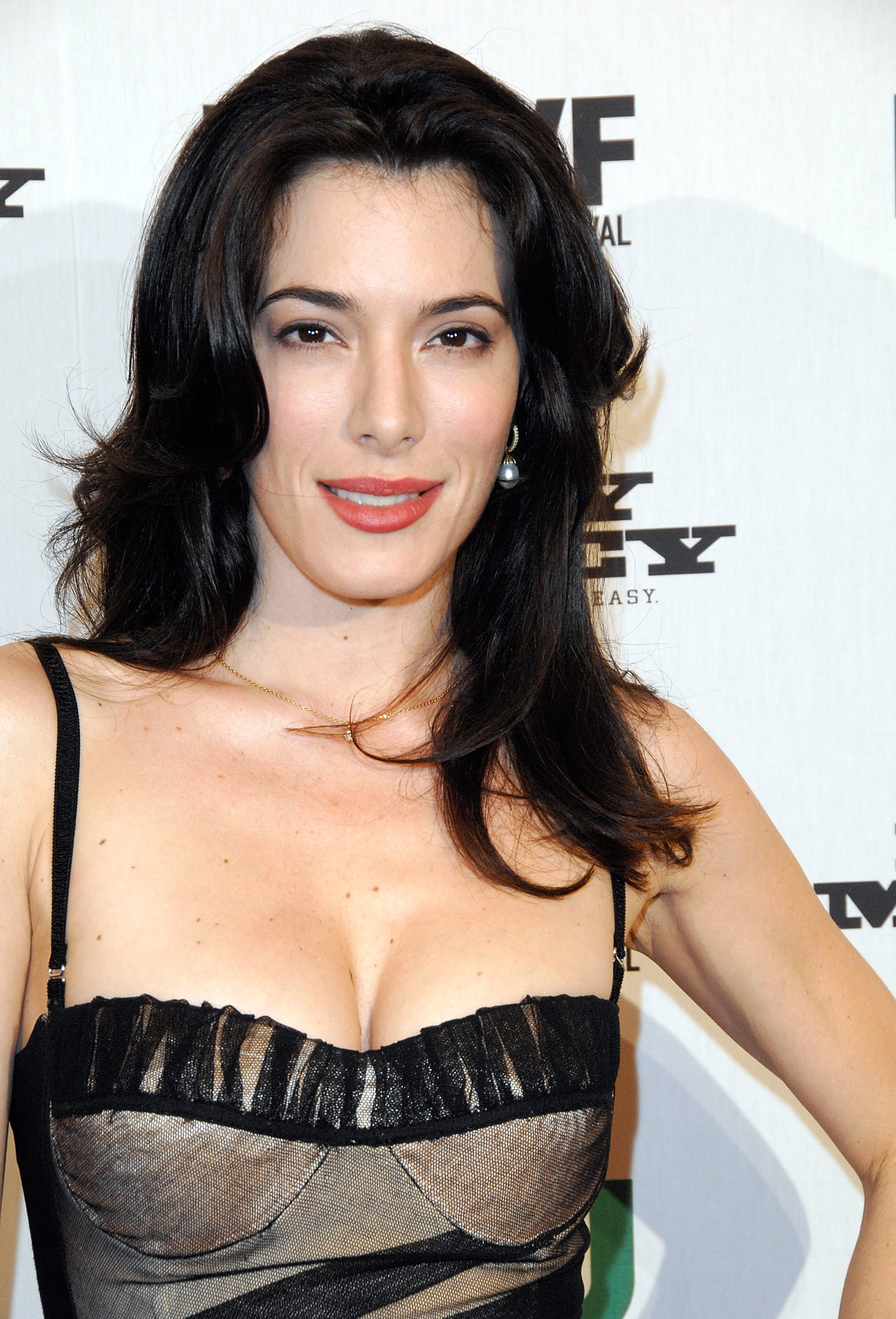 01450_Celebutopia-Jaime_Murray-CW70s_Easy_Money_premiere_during_the_2008_New_York_Television_Festival-02_122_941lo.jpg