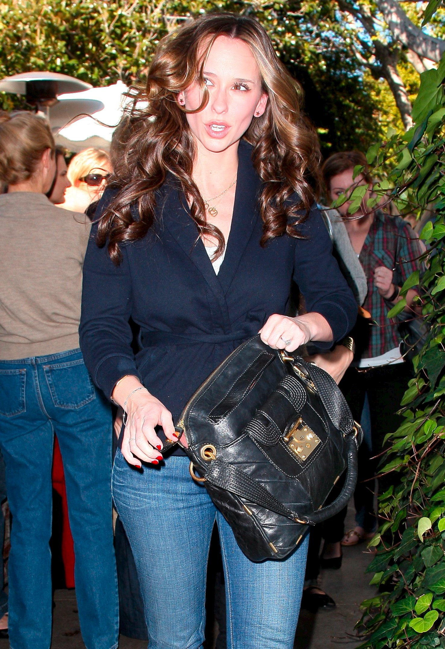 18542_Jennifer_Love_Hewitt_2008-12-29_-_shopping_on_Robertson_Blvd_235_122_993lo.JPG