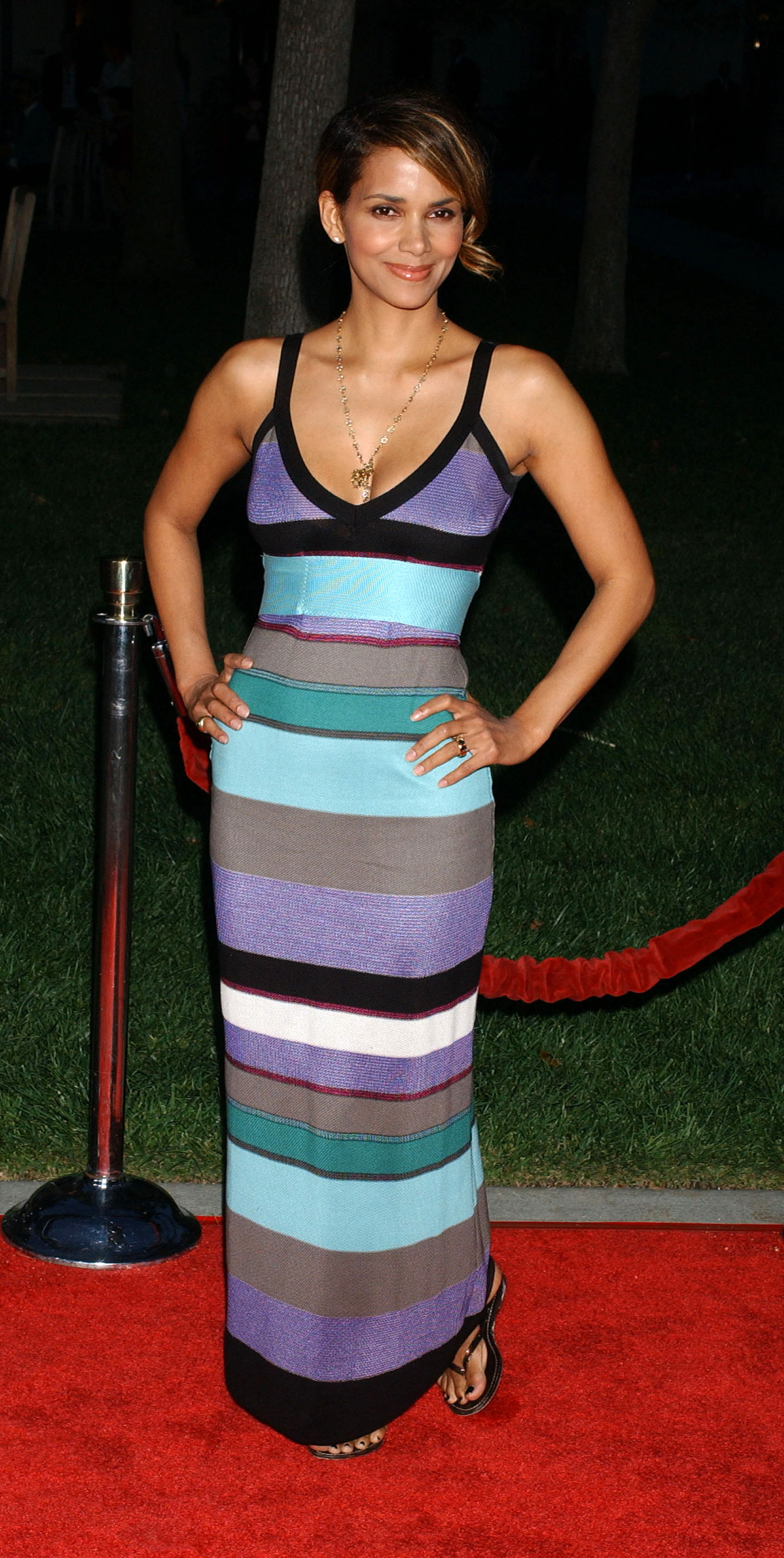 65736_Halle_Berry_The_Soloist_premiere_in_Los_Angeles_49_122_462lo.jpg