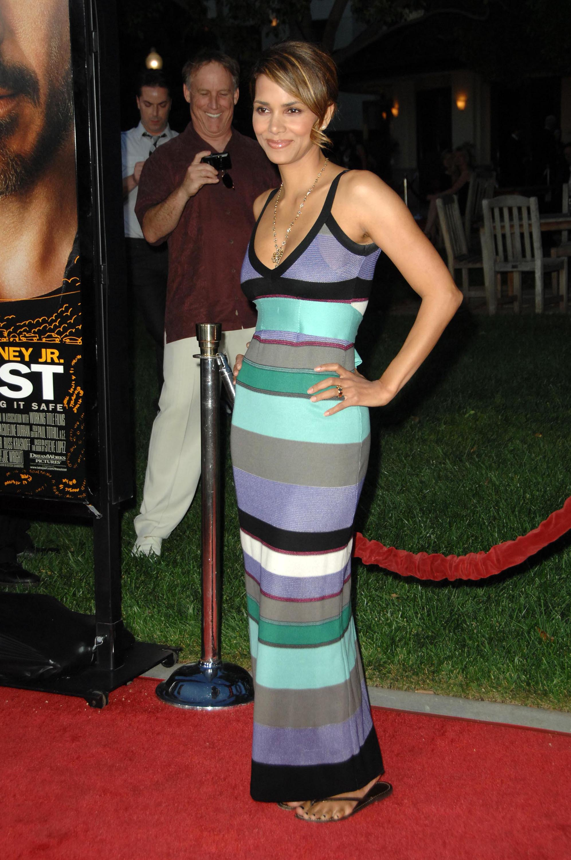 65557_Halle_Berry_The_Soloist_premiere_in_Los_Angeles_66_122_518lo.jpg